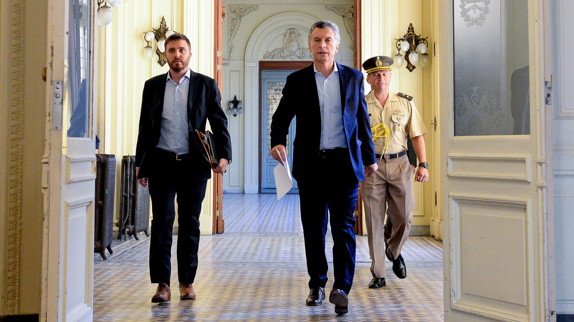 Mauricio Macri dirigiéndose a la última reunión de gabinete en la Casa Rosada