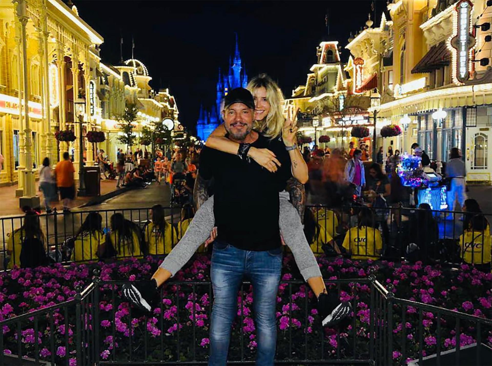 Marcelo Tinelli y Guillermina Valdes realizaron una escapada a los Estados Unidos con sus hijos. La familia aprovechó para divertirse en Disney