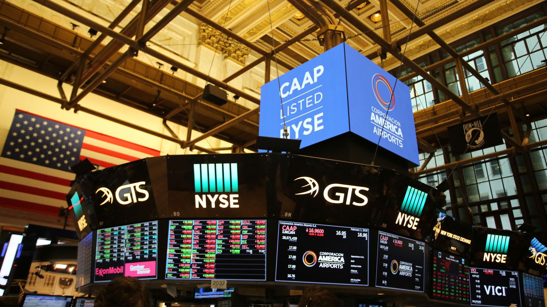 Las acciones de la empresa de Eduardo Eurnekian comenzaron a cotizar a USD 17 en el mercado de Nueva York. Con los fondos financiará proyectos de expansión.