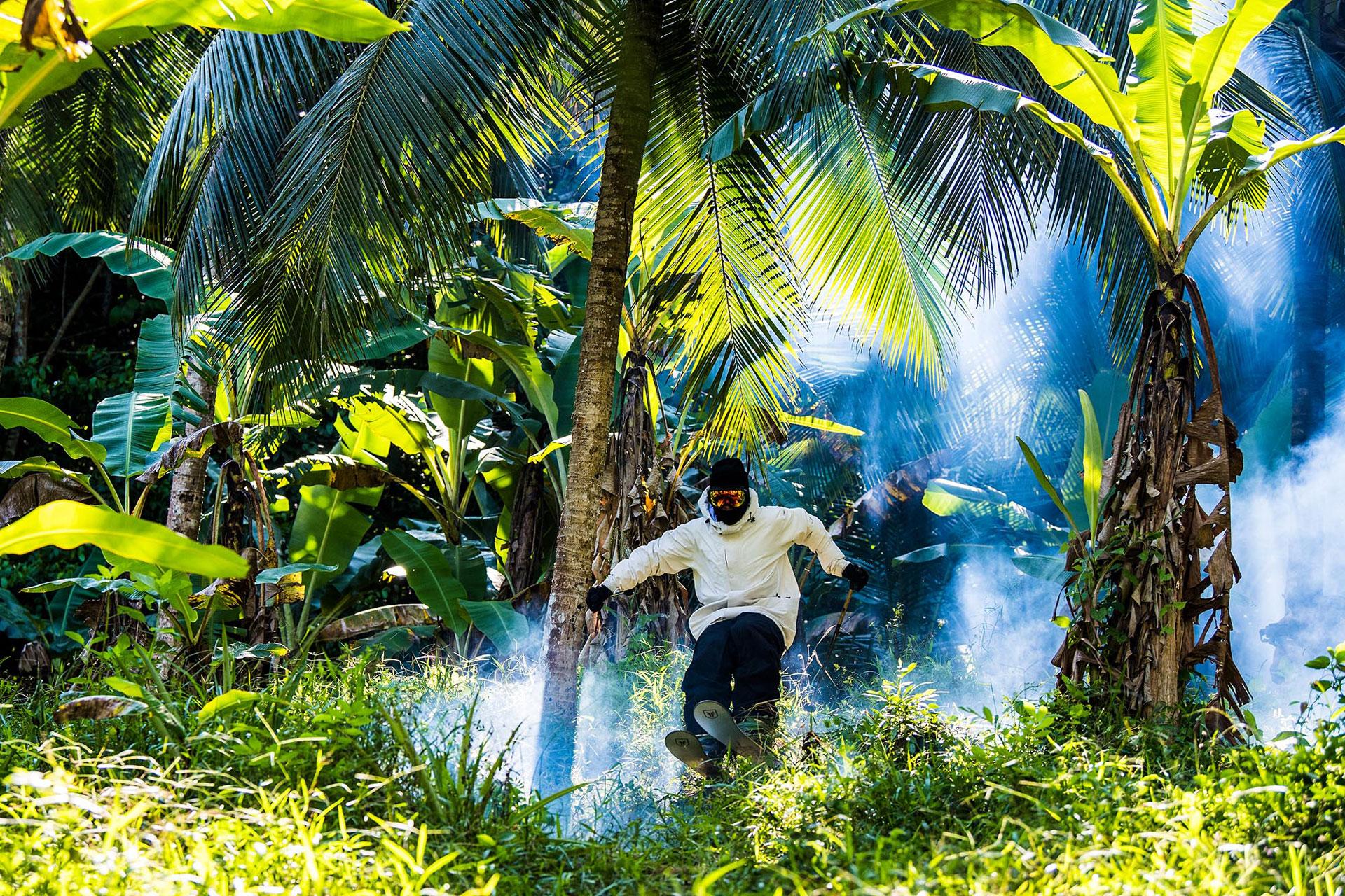 Su habilidad le permite esquiar hasta en bosques de palmeras, moviéndose en espacios reducidos.