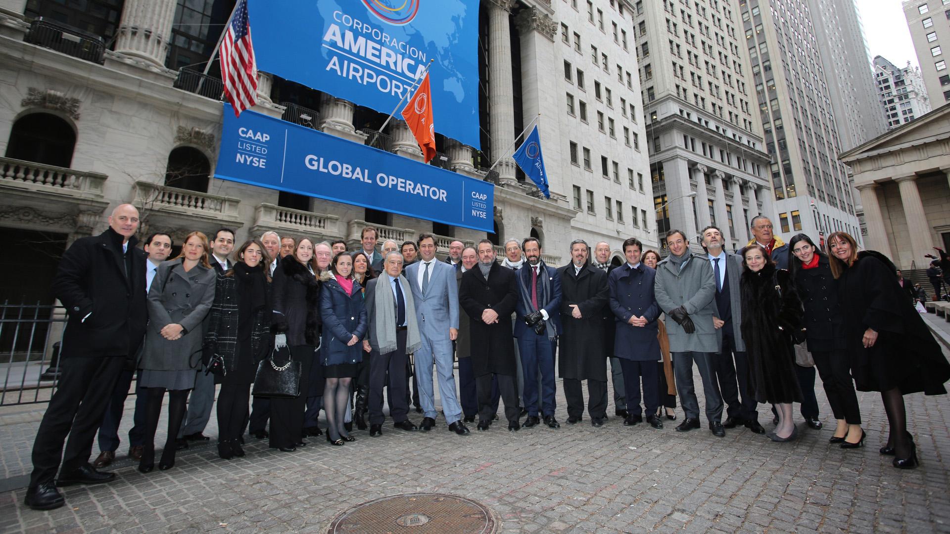 Eduardo Eurnekian y la comitiva de Corporación America Airports.