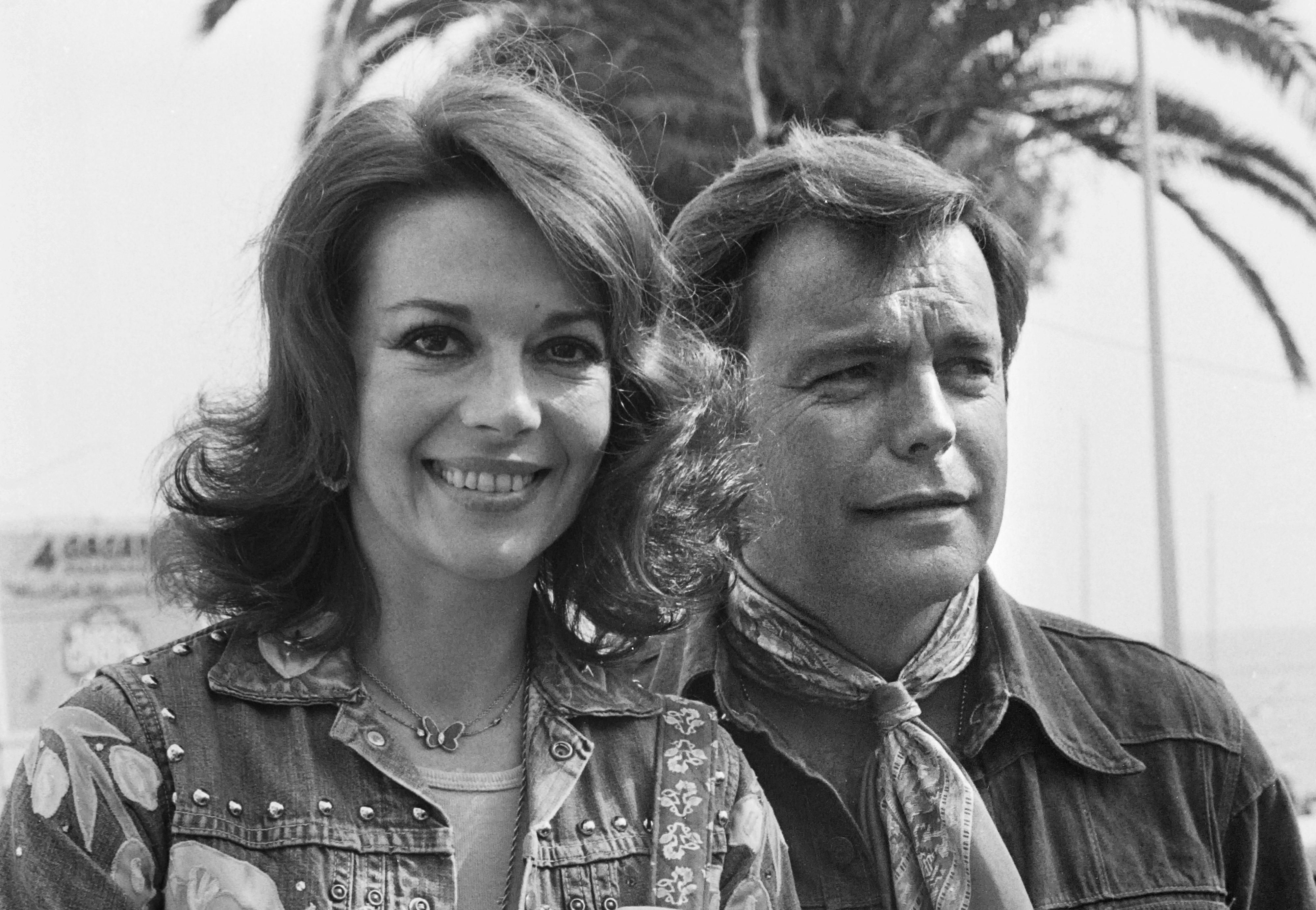 Natalie Wood y su marido Robert Wagner durante el Festival de Cannes en 1976 (AFP)