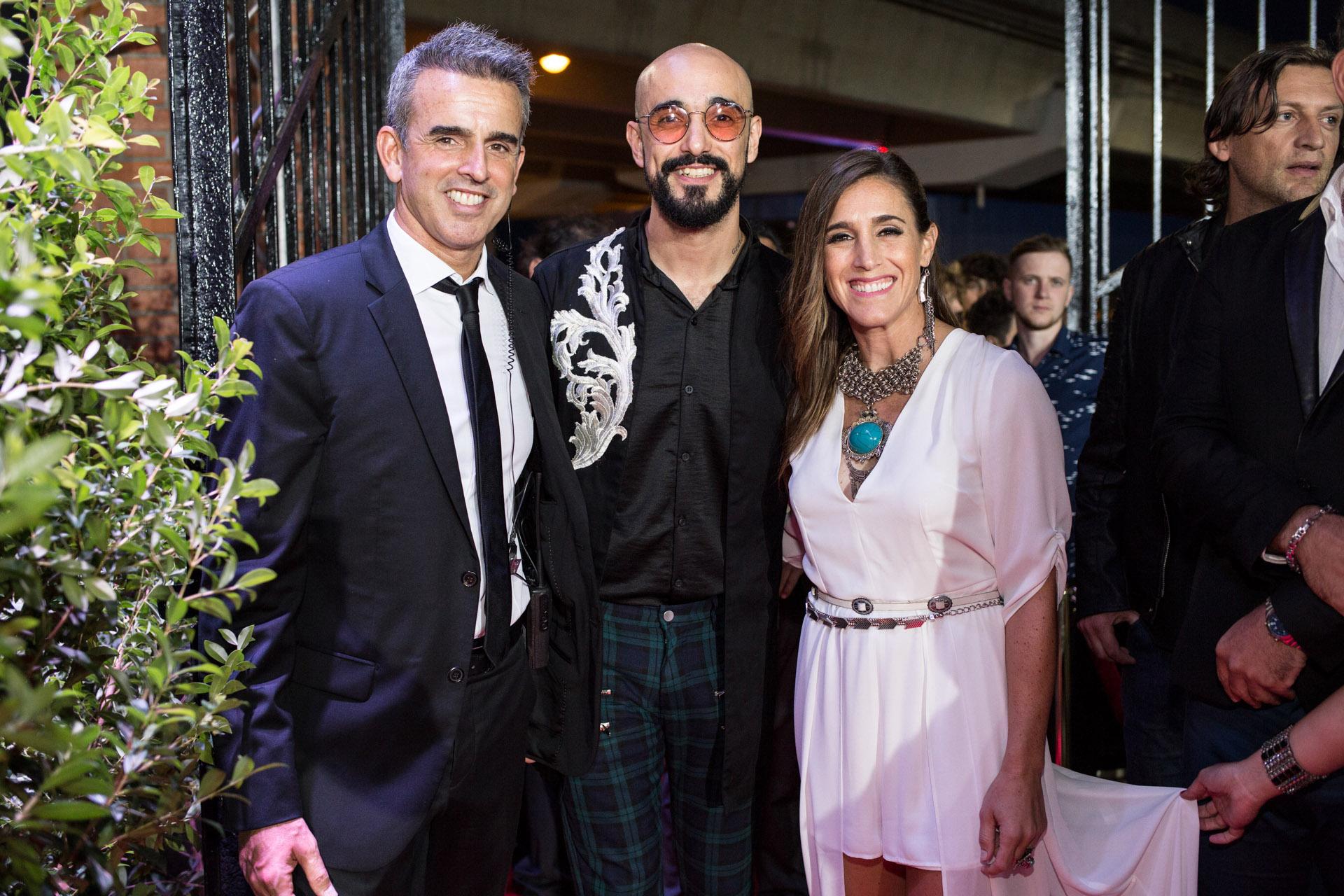 Abel Pintos y Soledad Pastorutti junto a Luis Lons, CEO de Mica 360, productora que trajo los Latin Grammy Acoustic Sesiones a la Argentina