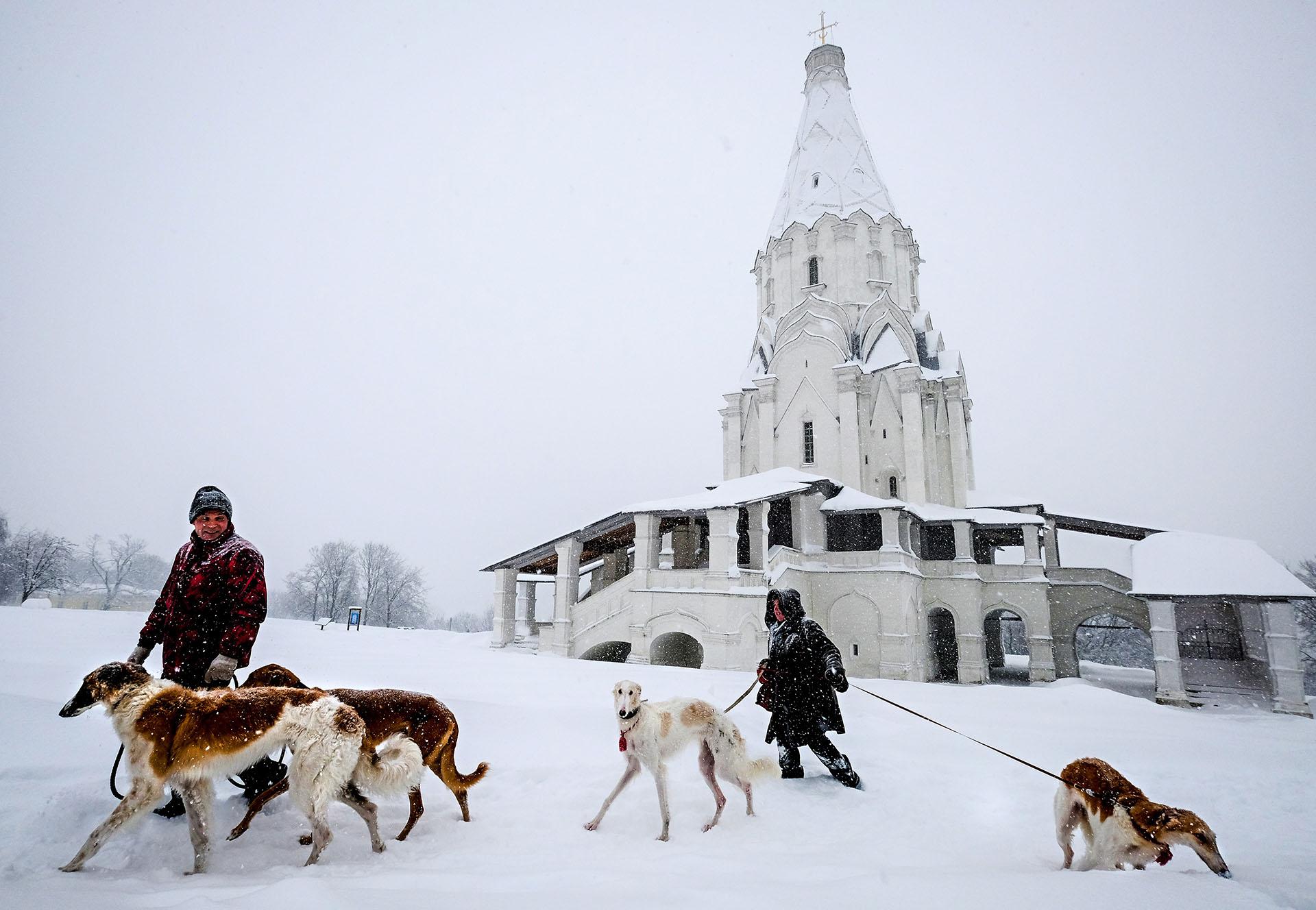 Durante el fin de semana, los servicios públicos han retirado de las calles y de las carreteras la cifra récord de 1,2 millones de metros cúbicos de nieve
