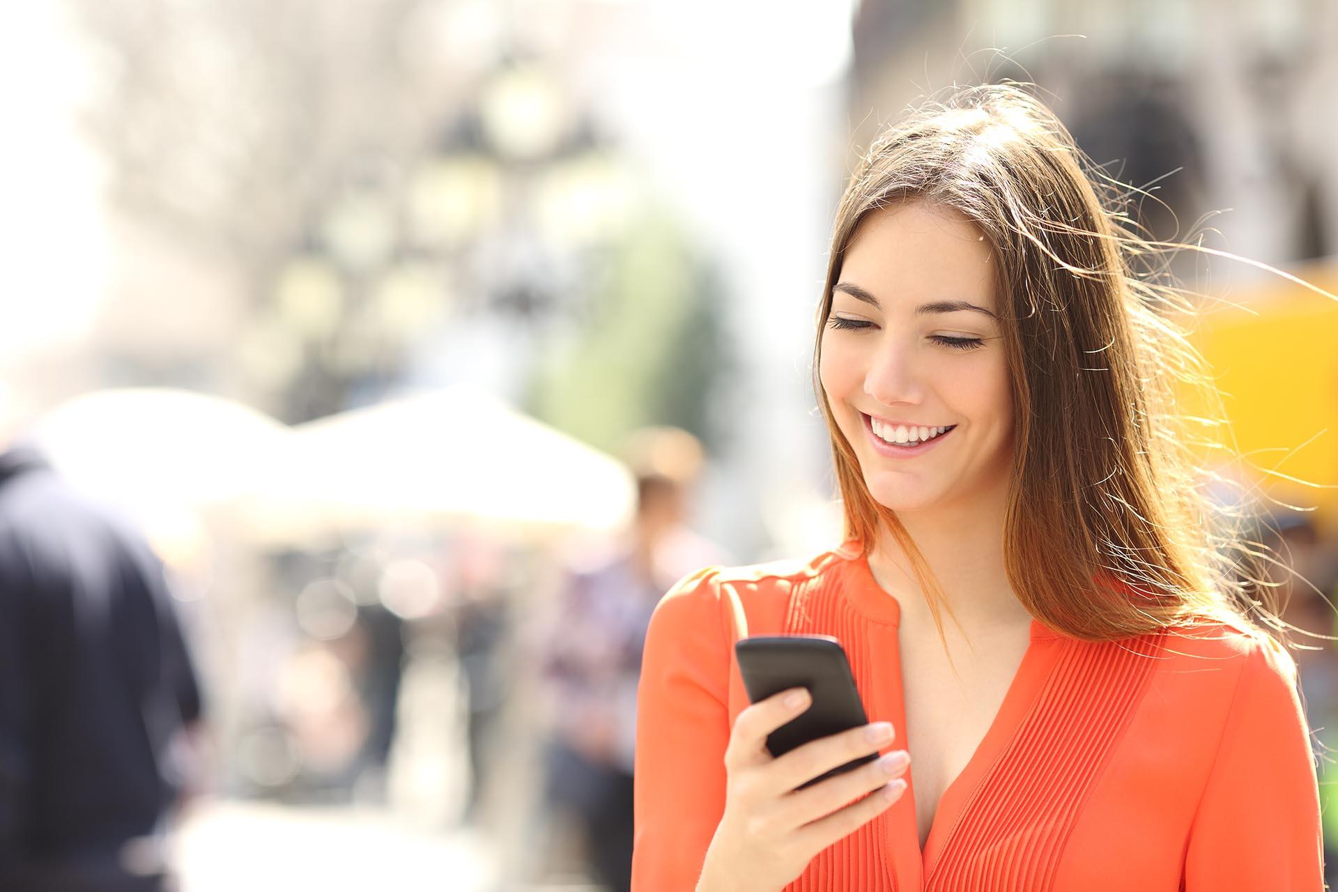 """""""Estar en internet no es algo malo, lo nocivo es el exceso o la extrema dependencia que puede llegar a generar adicción a las redes sociales"""", dijo Adriana Guraieb."""
