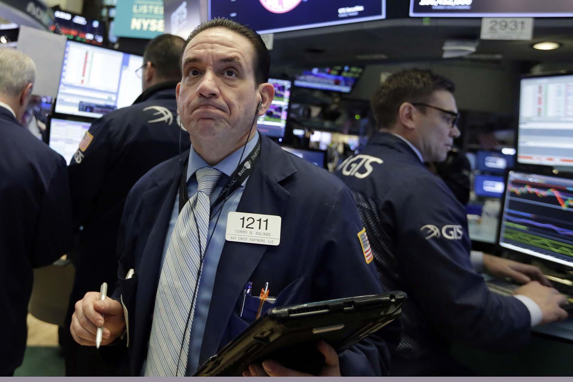 Los brokerstemenotra jornada difícil en Wall Street(AP Photo/Richard Drew)