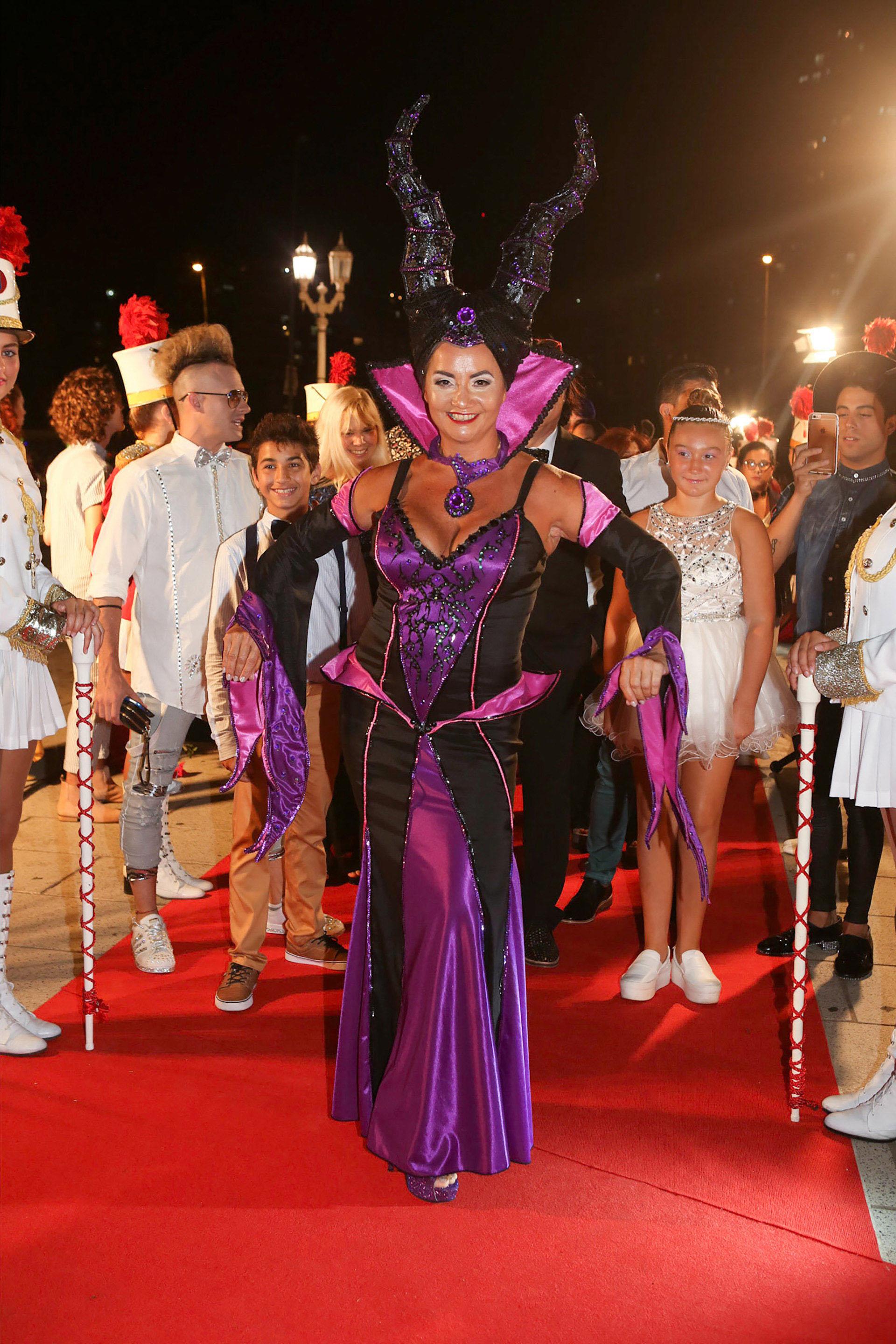 Nancy Pazos, con el disfraz de Maléfica, el personaje que hace en el teatro