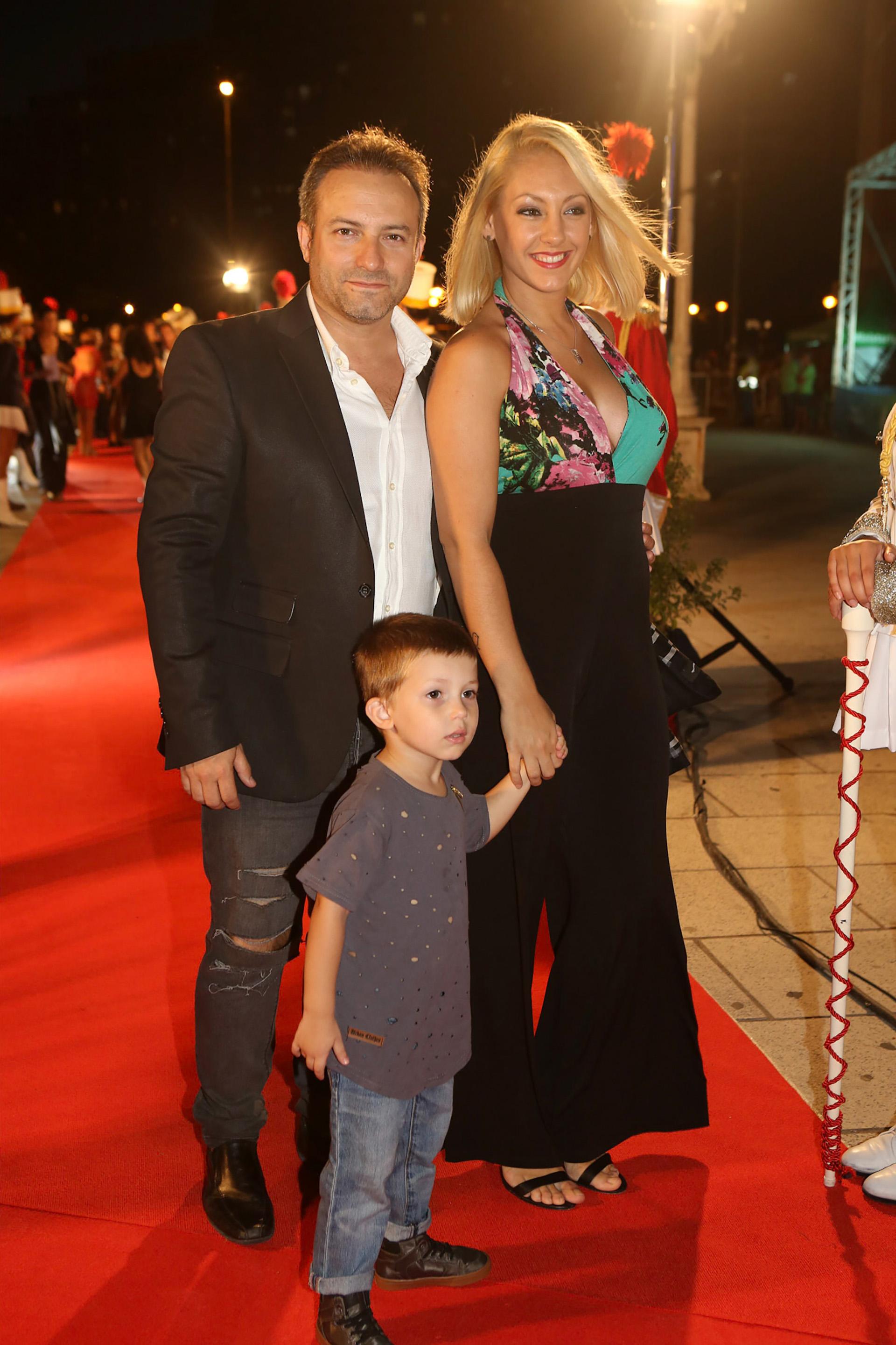 Sebastián Almada, su mujer, Mariela Rosso, y su hijo