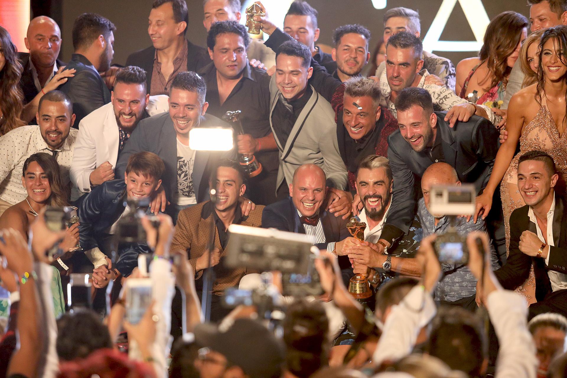 La felicidad de Bien Argentino, tras recibir el Oro (Fotos: Mario Sar / Teleshow)