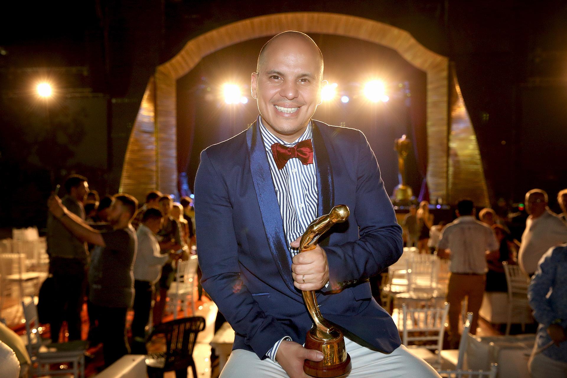 Ángel Carabajal, premiado como Mejor director, por la obra Bien Argentino