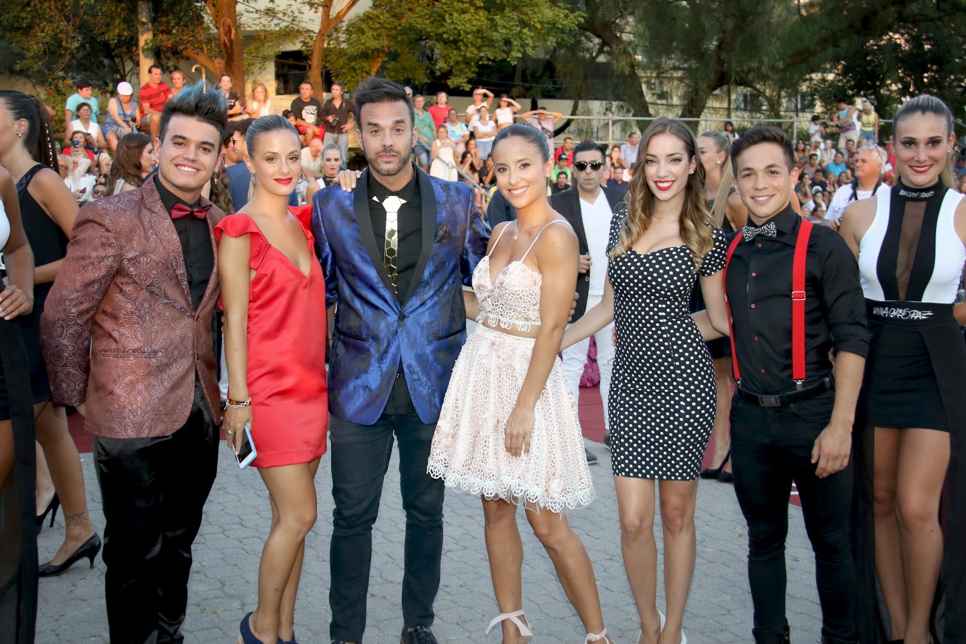 Lourdes Sánchez y sus compañeros de El universo de Lourdes
