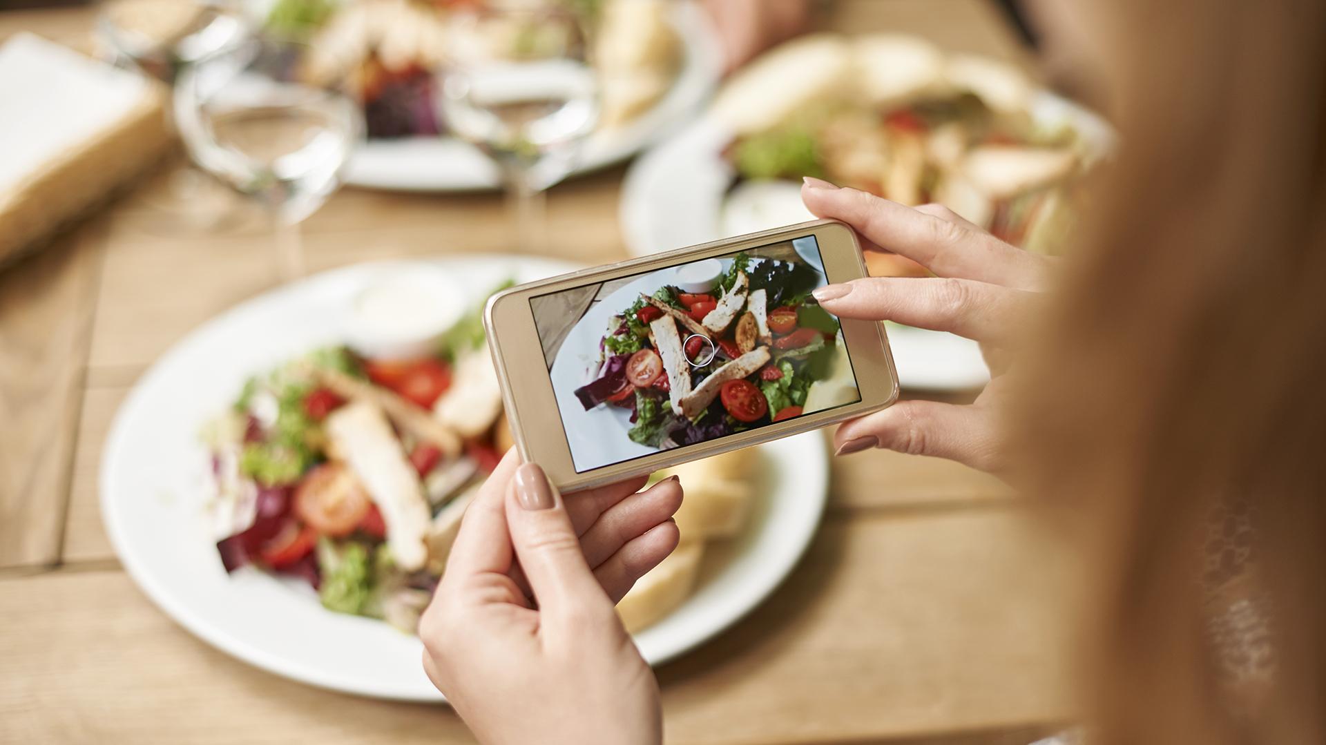 Con recetas sencillas es fácil inspirar a otros a adoptar hábitos saludables (Getty)