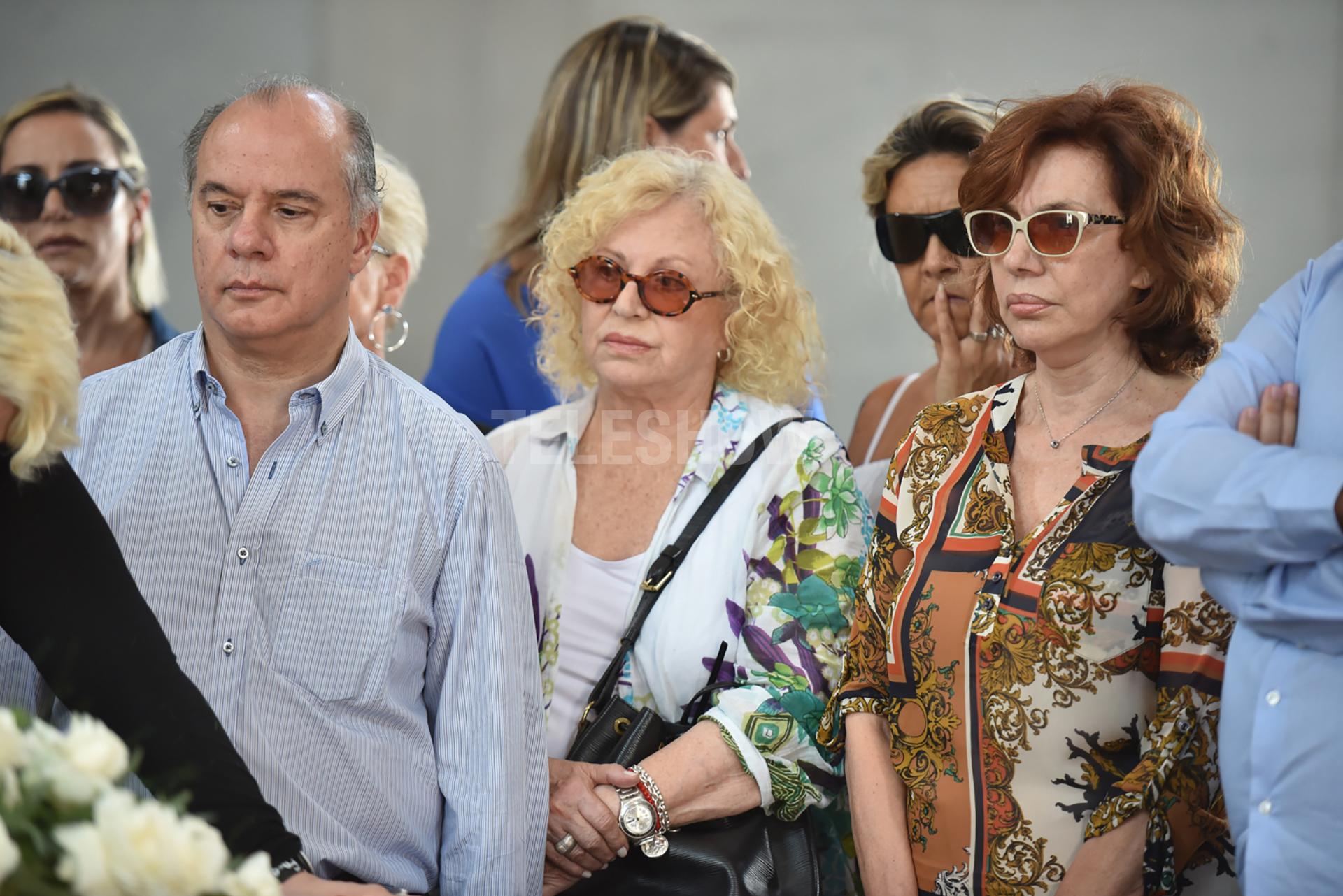 La actriz Nora Carpena también se acercó al cementerio