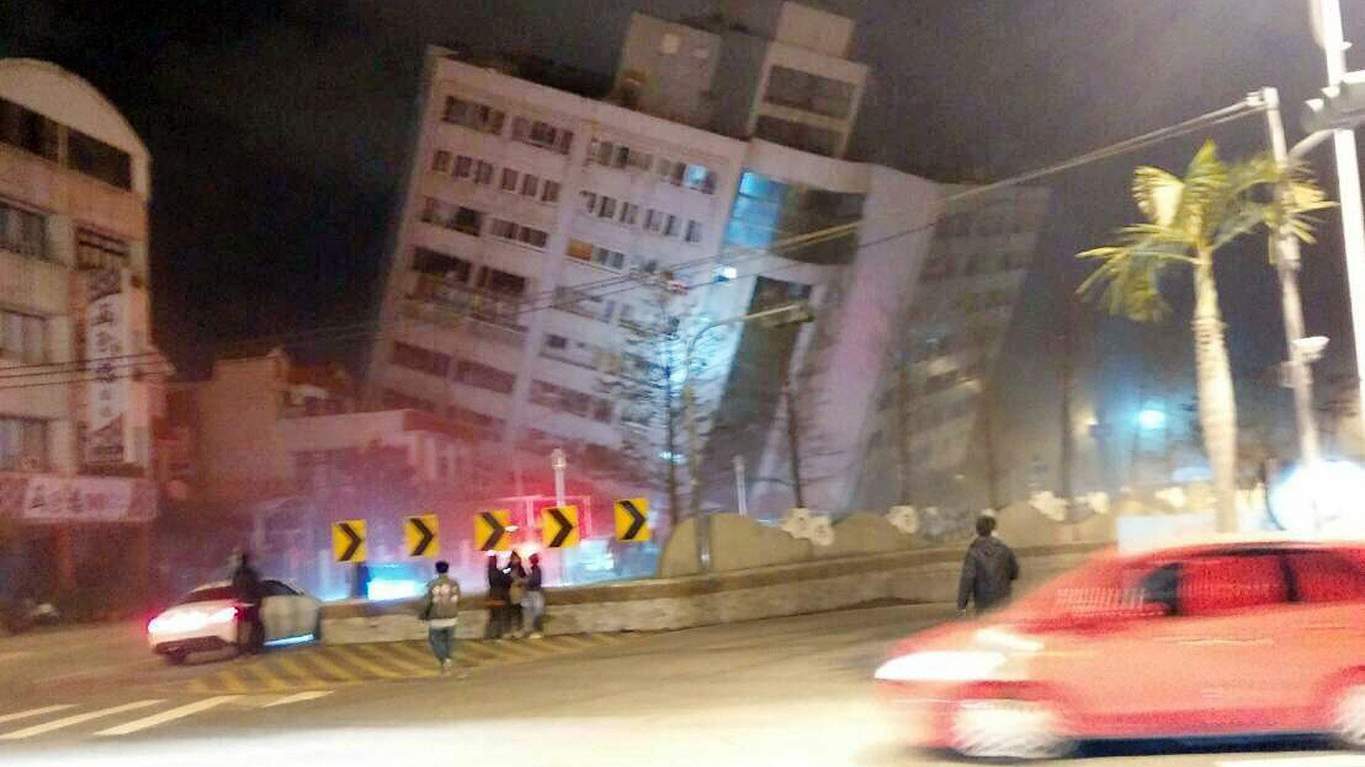El terremoto deTaiwán, que dejó 17 muertos, sucedió de manera casi concomitante aotro en México. (AP)