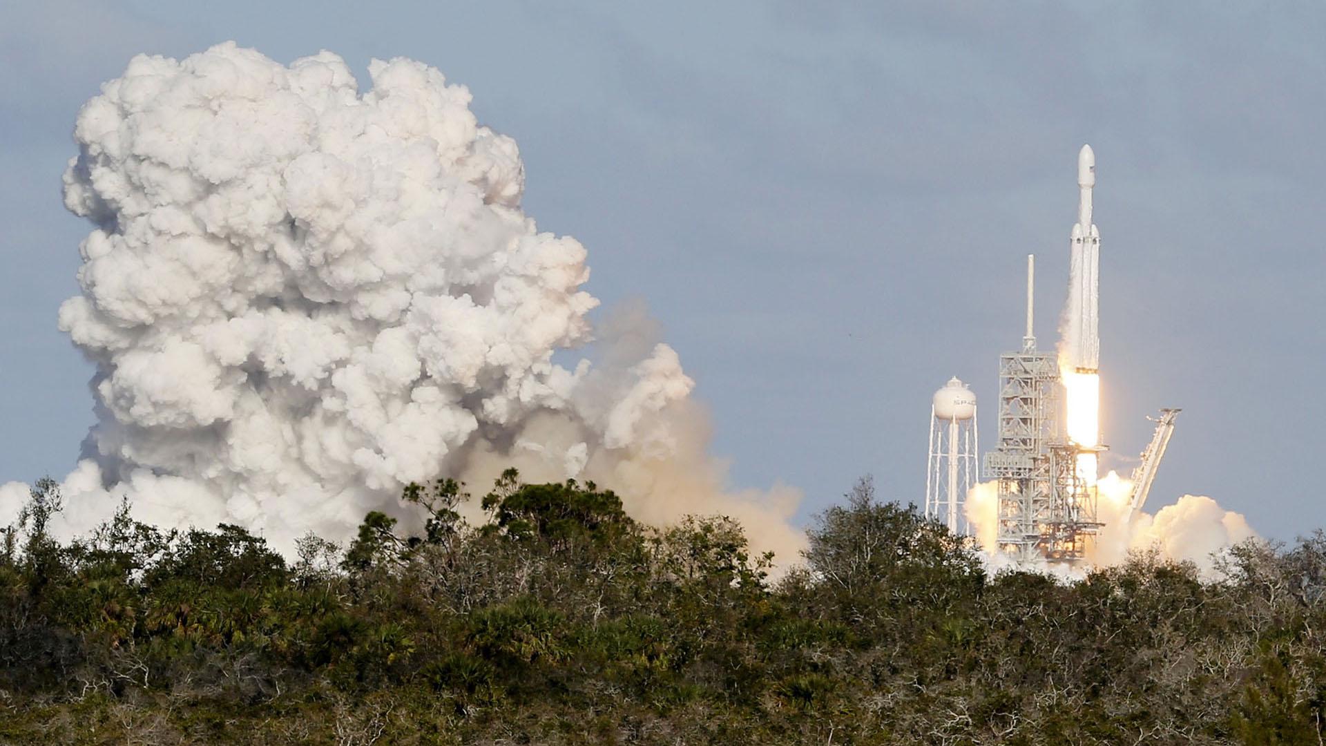Es el cohete más potente del mundo en funcionamiento tiene 27 motores que le dan le dan una capacidad de empuje de 22.819 kn a nivel del mar.