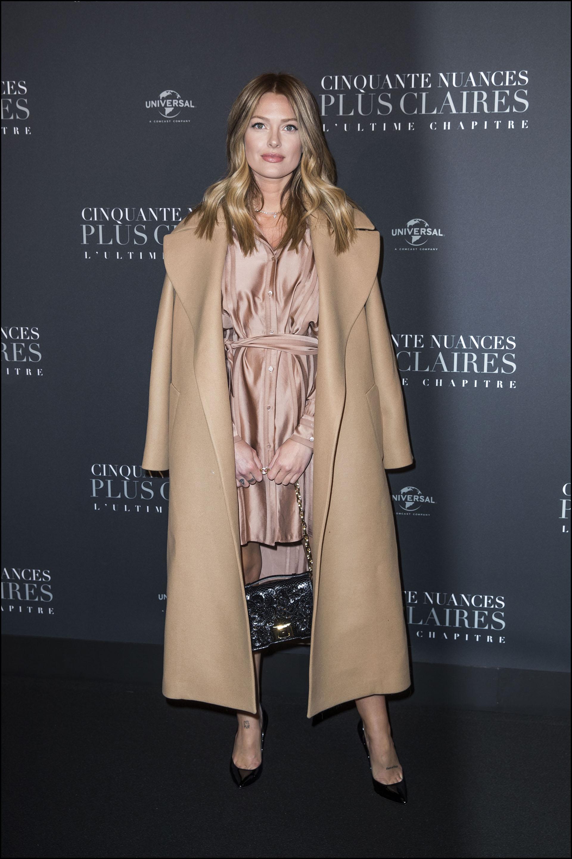 Caroline Receveur -la influencer francesa- también brilló con un total look en camel y superposición de texturas