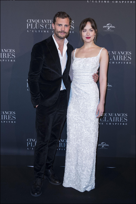 El look completo de la pareja de la ficción más aclamada de la gran pantalla. El de negro, ella, en blanco.