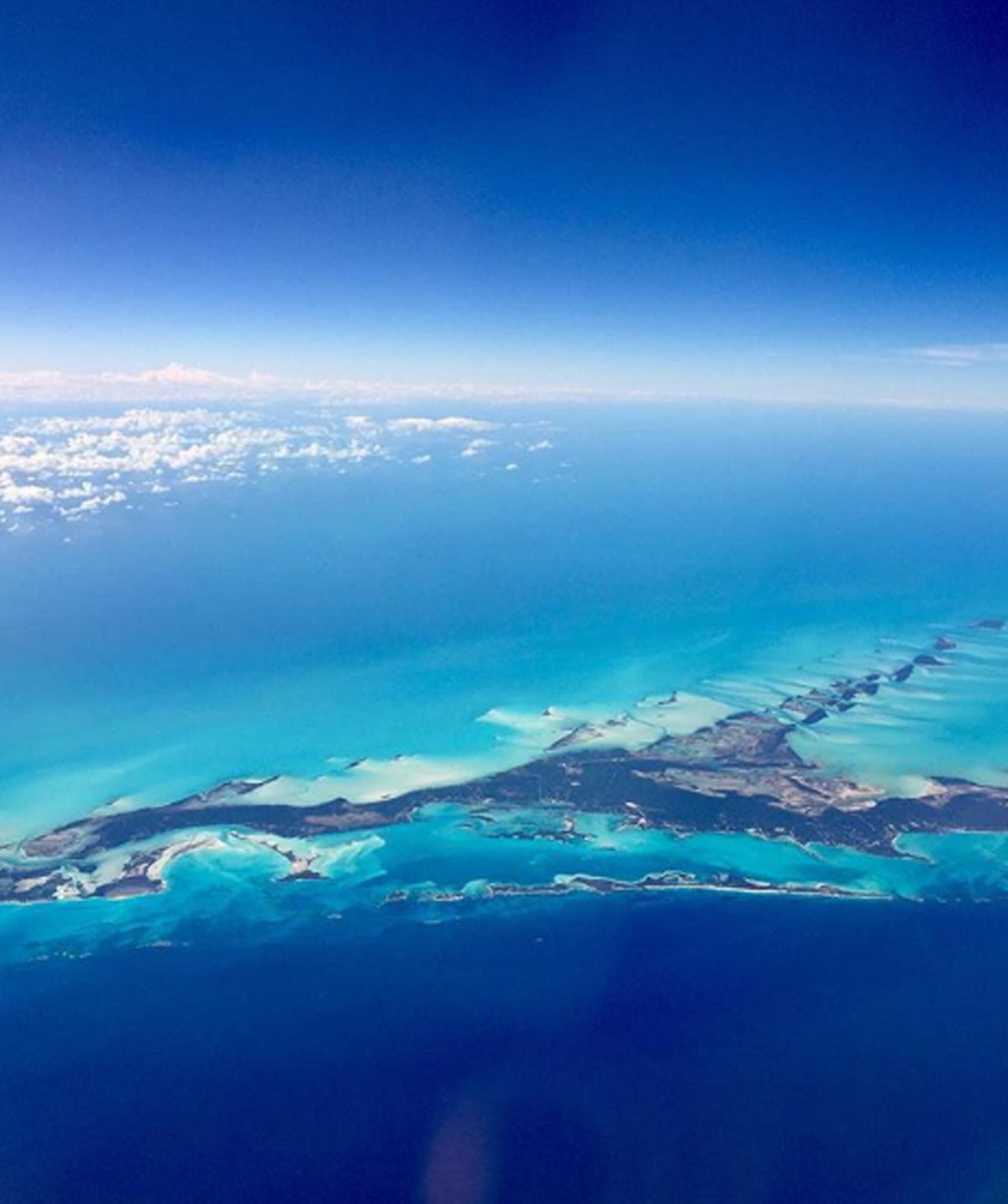 La posibilidad de una isla, exactamente con estos colores y silencios