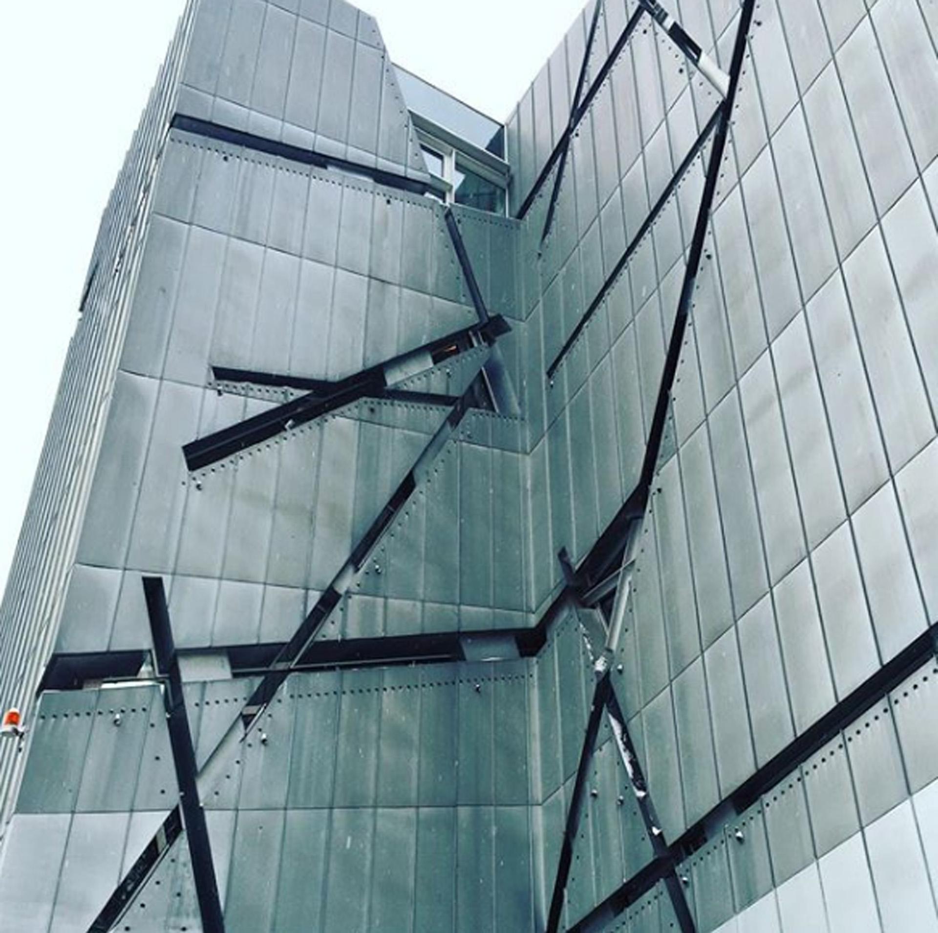 Ventanas como cicatrices en el Museo Judío de Berlín