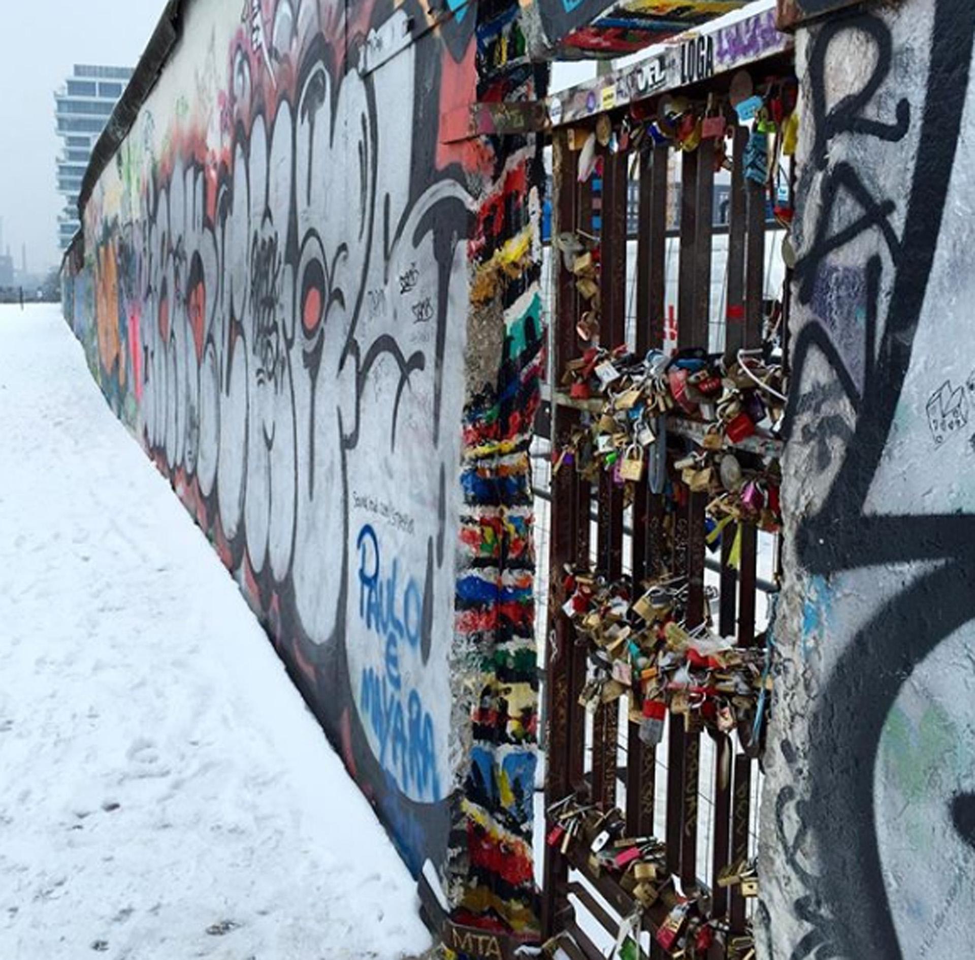 Los candados que quitaron del #pointdesarts de París llegaron al #murodeberlin #thewall