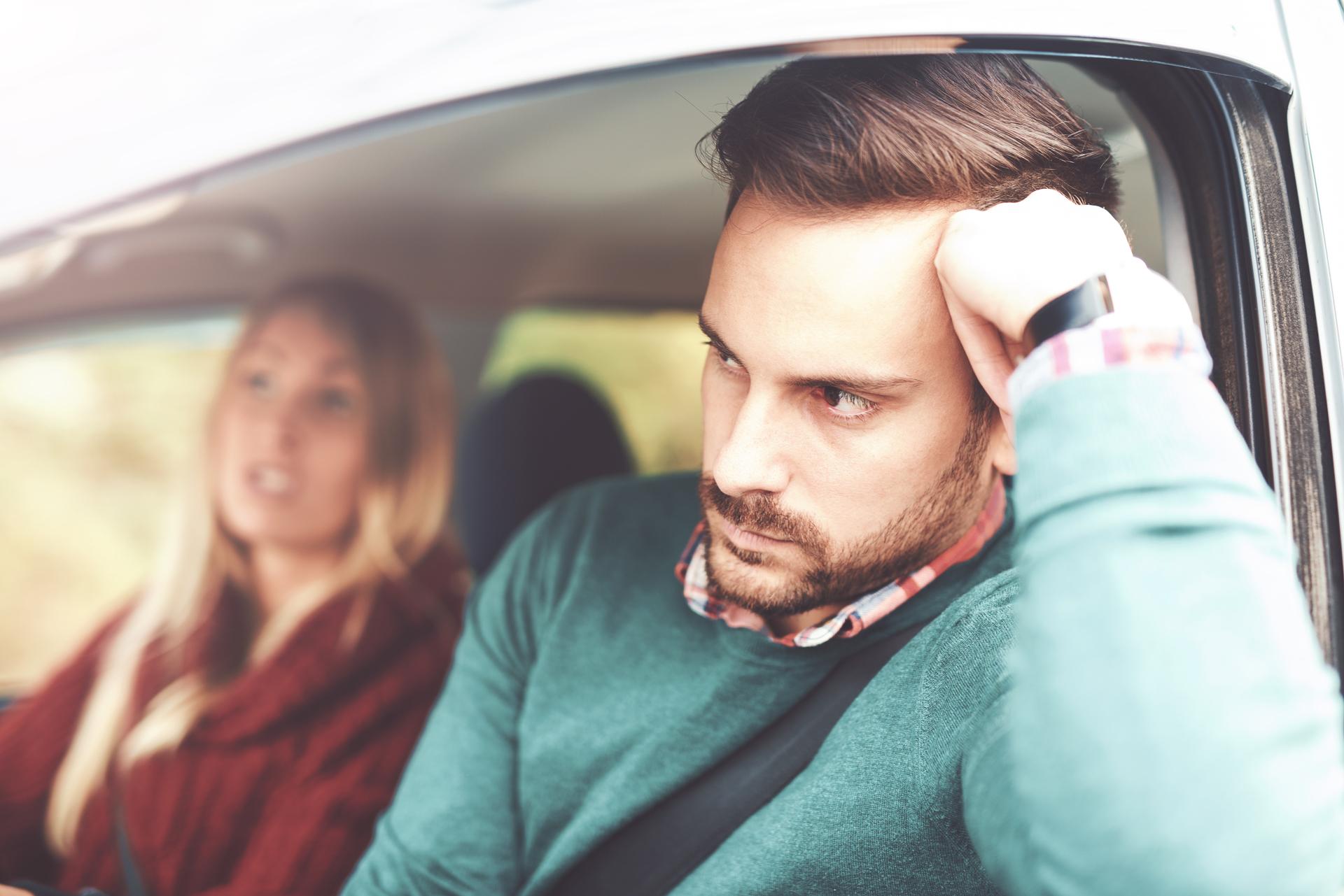En casa, el hombre o la mujer infiel se vuelve más intolerante por ejemplo a los ruidos o peticiones (Getty Images)