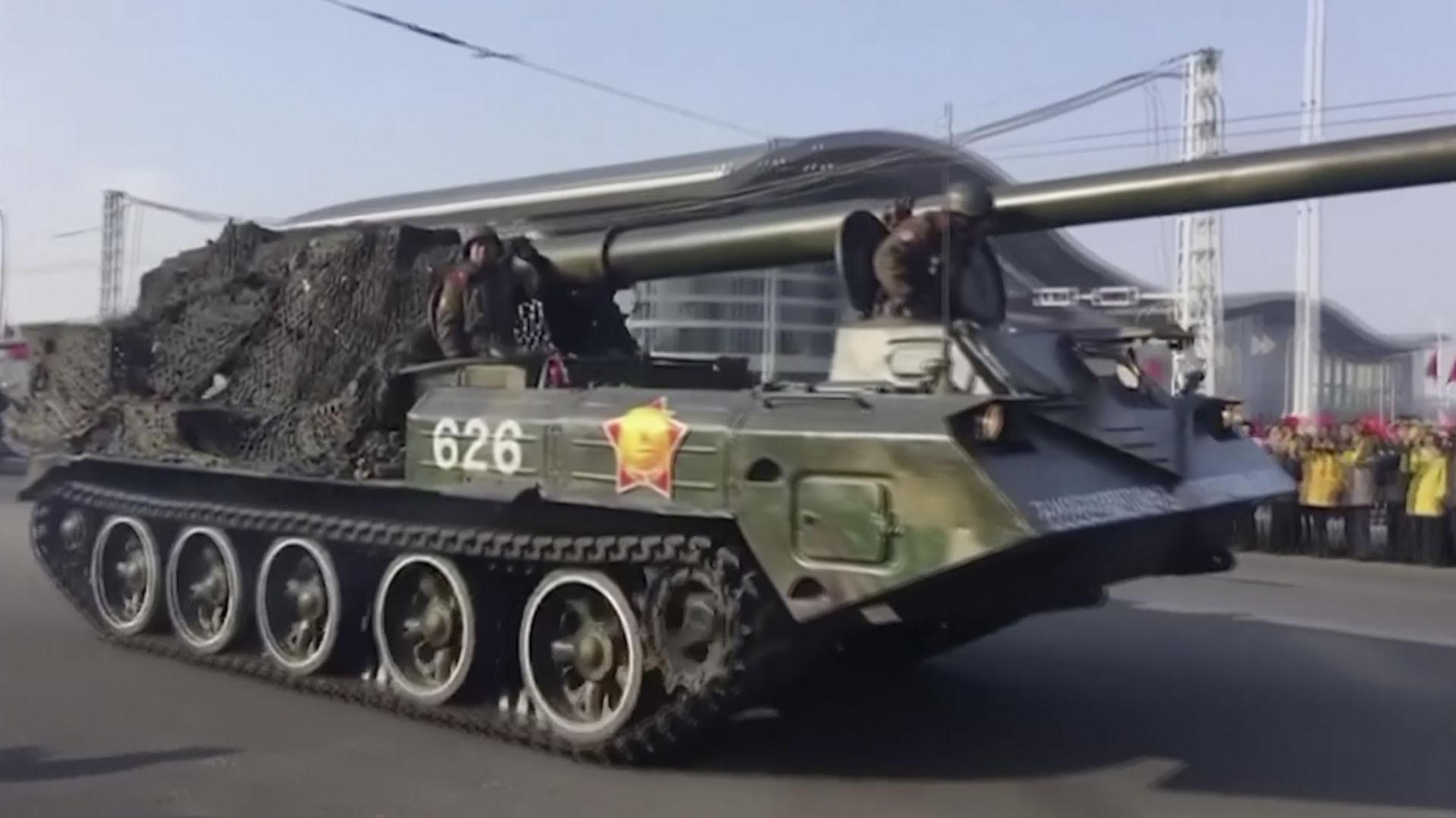 Un tanque recorre el desfile militar(AP Photo)