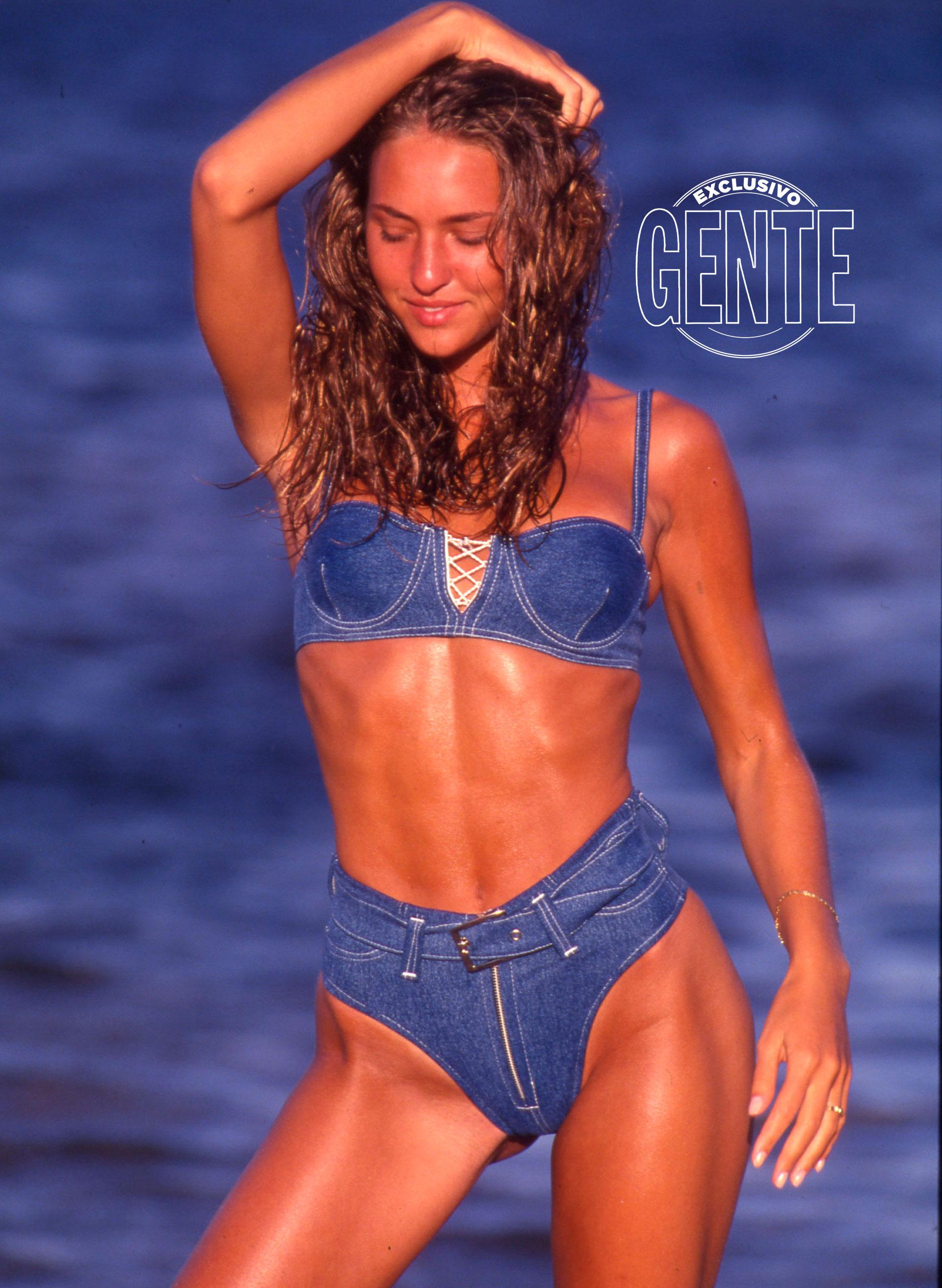 Traje de baño de jean con tiro alto, el look retro de una de sus primeras fotos en GENTE. Año 1993. (Foto GENTE)