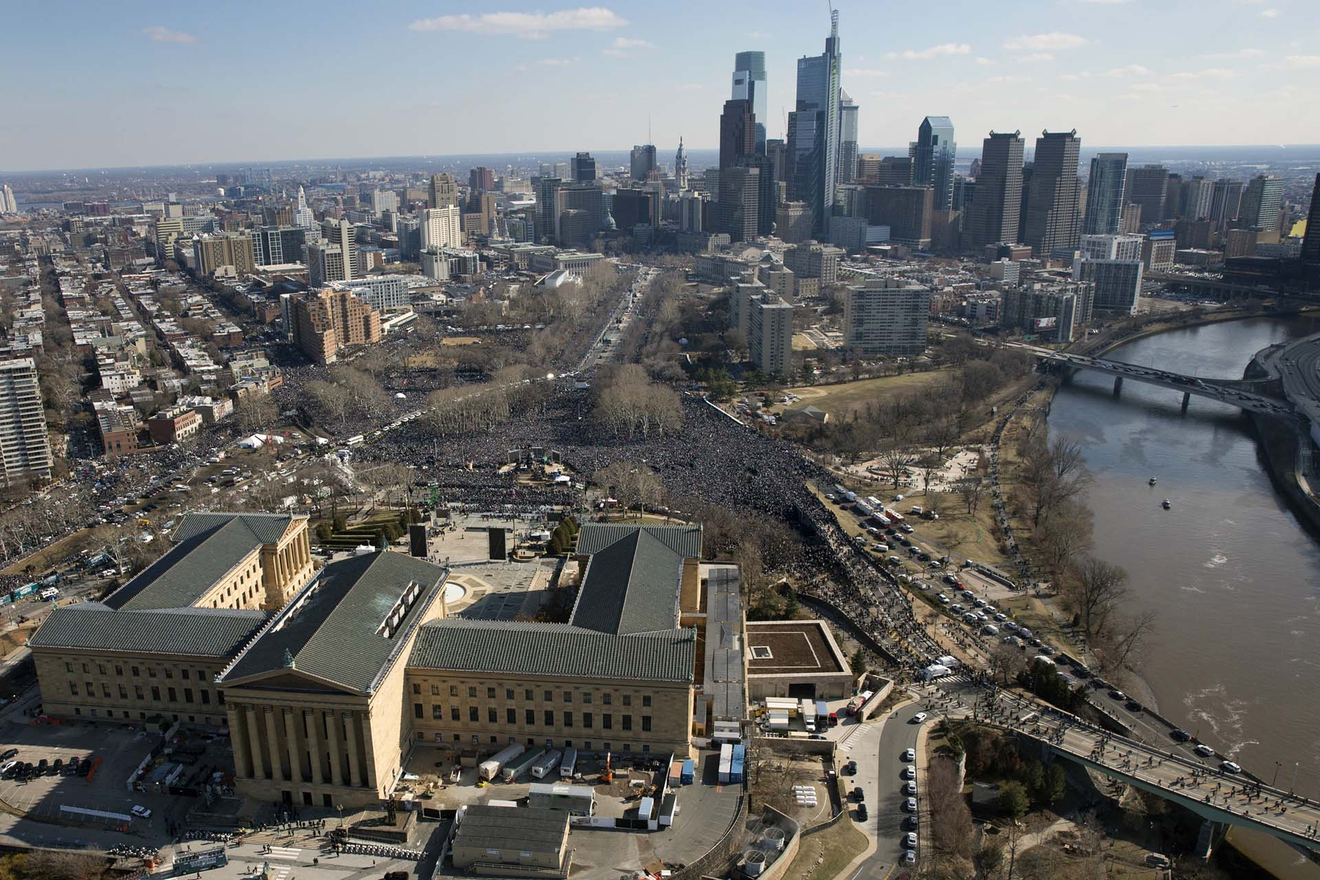 Miles de personas colmaron el centro de Philadelphia