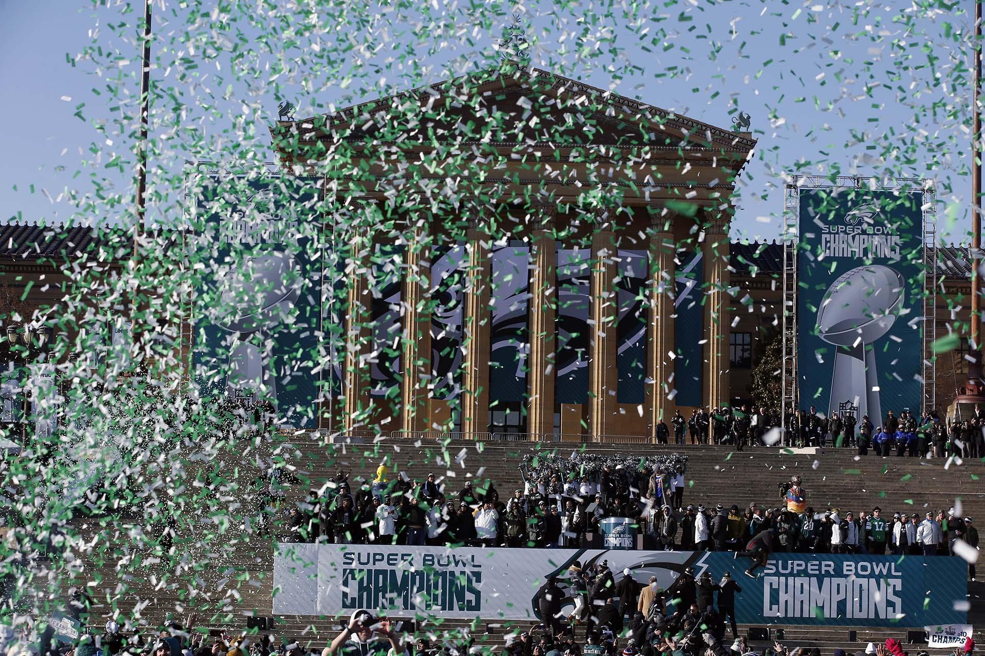Una lluvia de papelitos sobre los campeones del Super Bowl LII