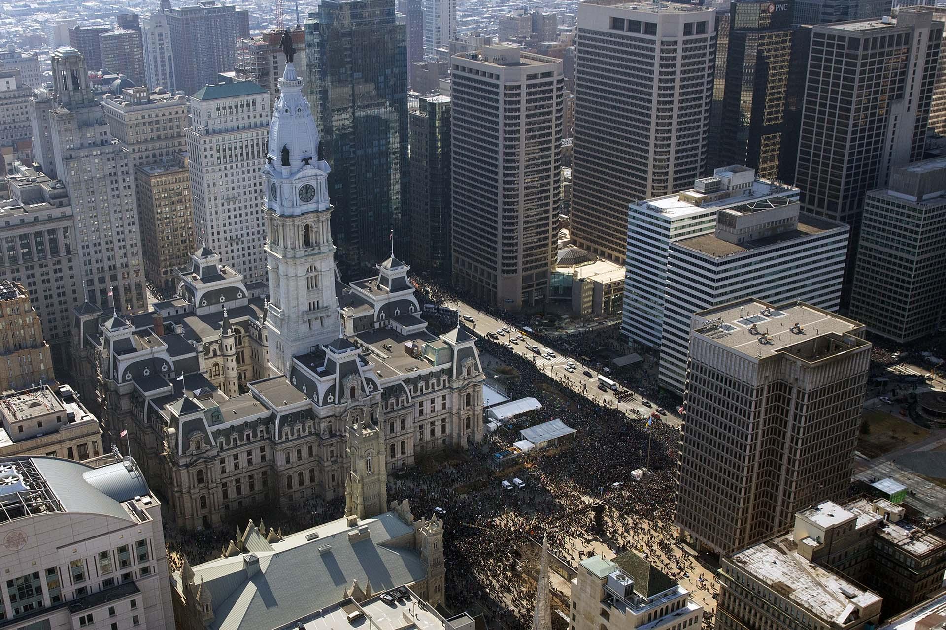 El cierre de escuelas, museos, tribunales, oficinas de gobierno e incluso el zoológico de Filadelfia fueron cerrados para que la ciudad pudiese celebrar el gran triunfo sorpresa que consiguió el equipo