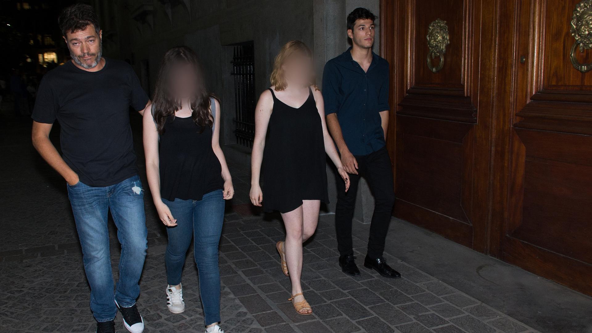 Marcelo Funes junto a sus hijos Luna y Agustín