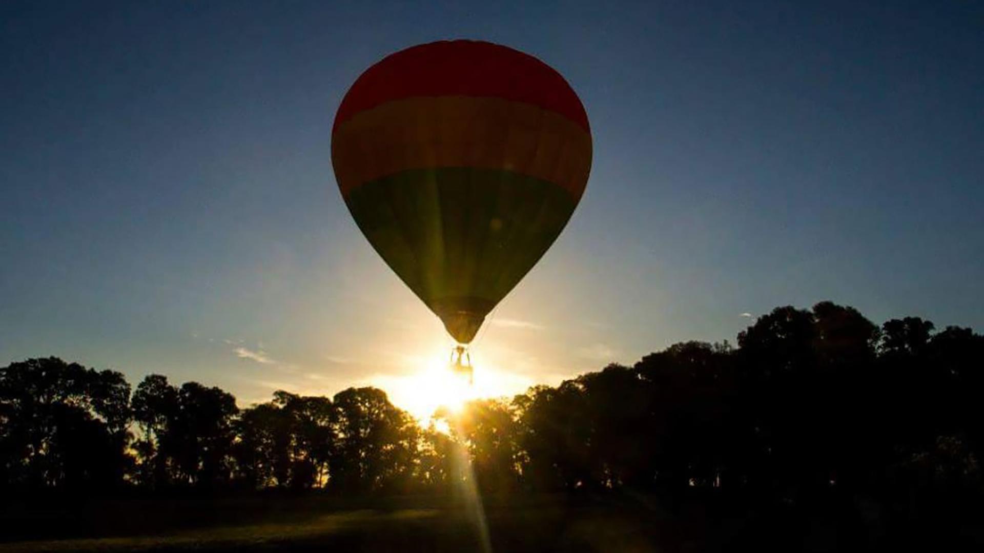 El globo aerostático asciende a unos 300 metros de altura (Adrian Melo)