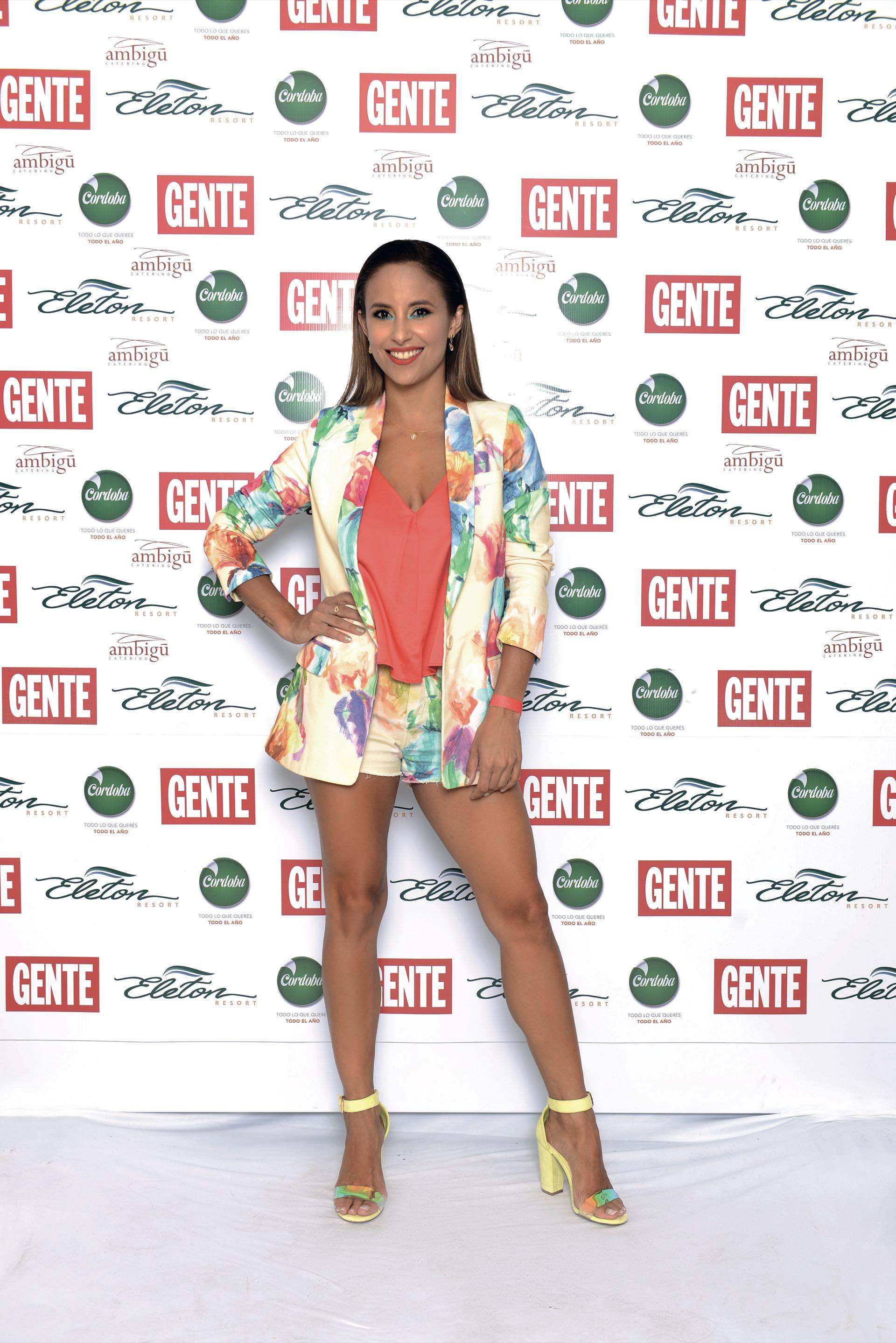 Lourdes Sánchez, blazer con short en colores por Benito Fernández. (Foto GENTE)