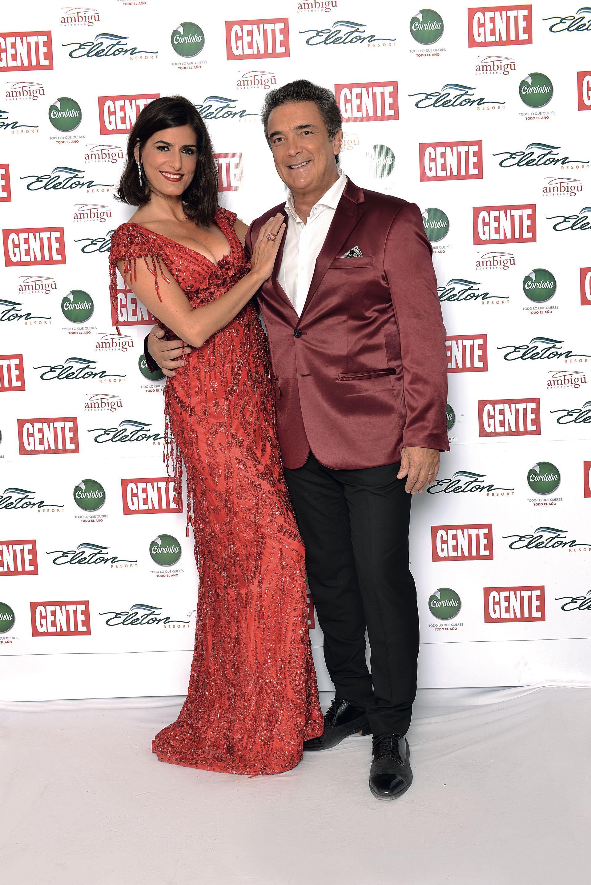 Cecilia Milone, en rojo por Claudio Barzábal. Nito Artaza, por Daniel Casalnovo. (Foto GENTE)