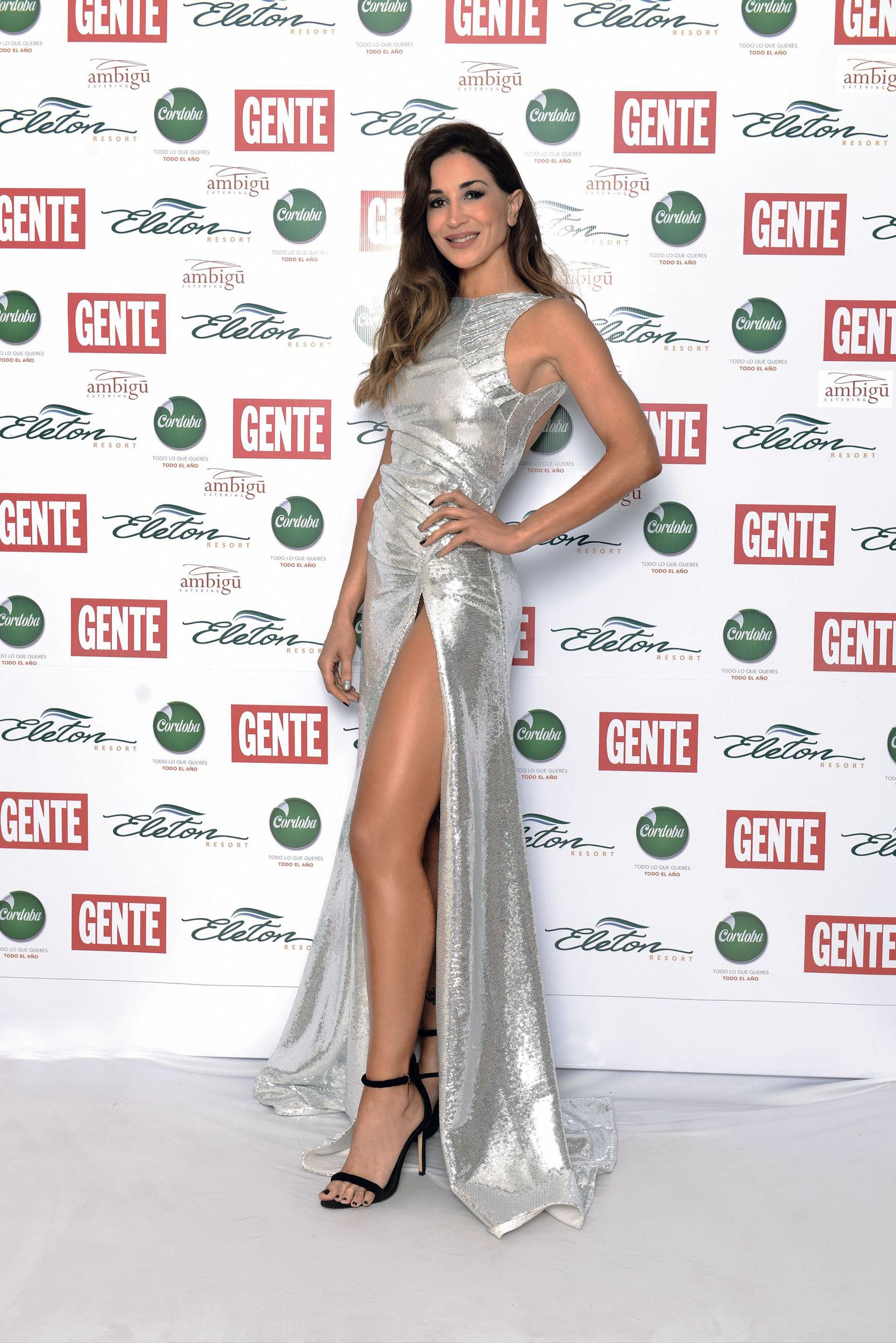 Laura Bruni, en plateado por Carlos Verón con zapatos de Giuseppe Zanotti. (Foto GENTE)