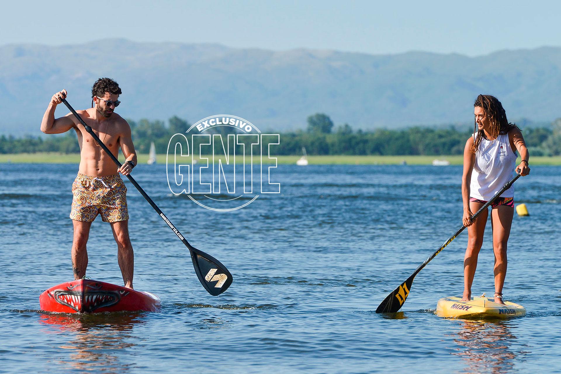 """Antes de ir al teatro, el actor incursiona en el paddle surf. """"Me apasionan los deportes acuáticos"""", asegura desde el parador náutico Amarras. (Foto Fabián Uset/GENTE)"""