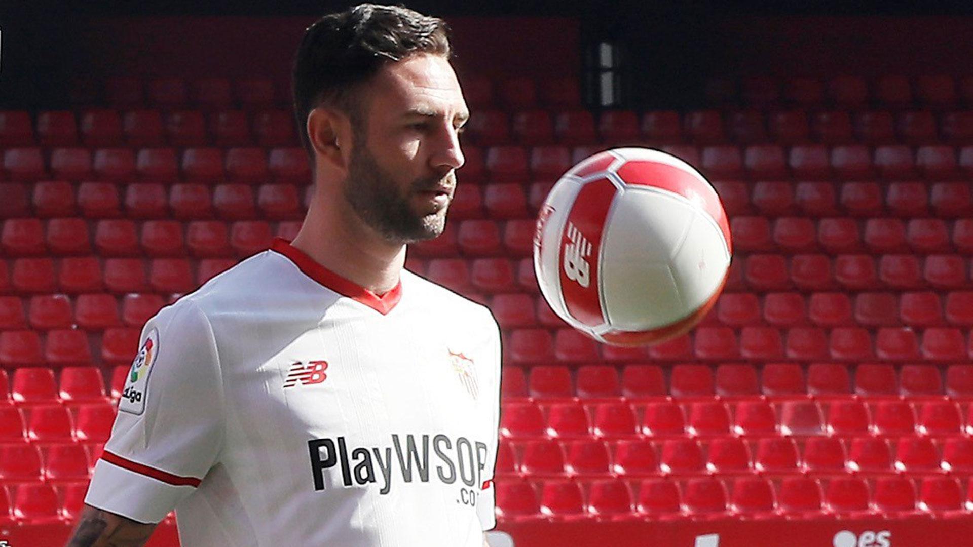 Miguel Layún decidió irse al Sevilla para intentar tener más minutos de cara al Mundial (EFE)