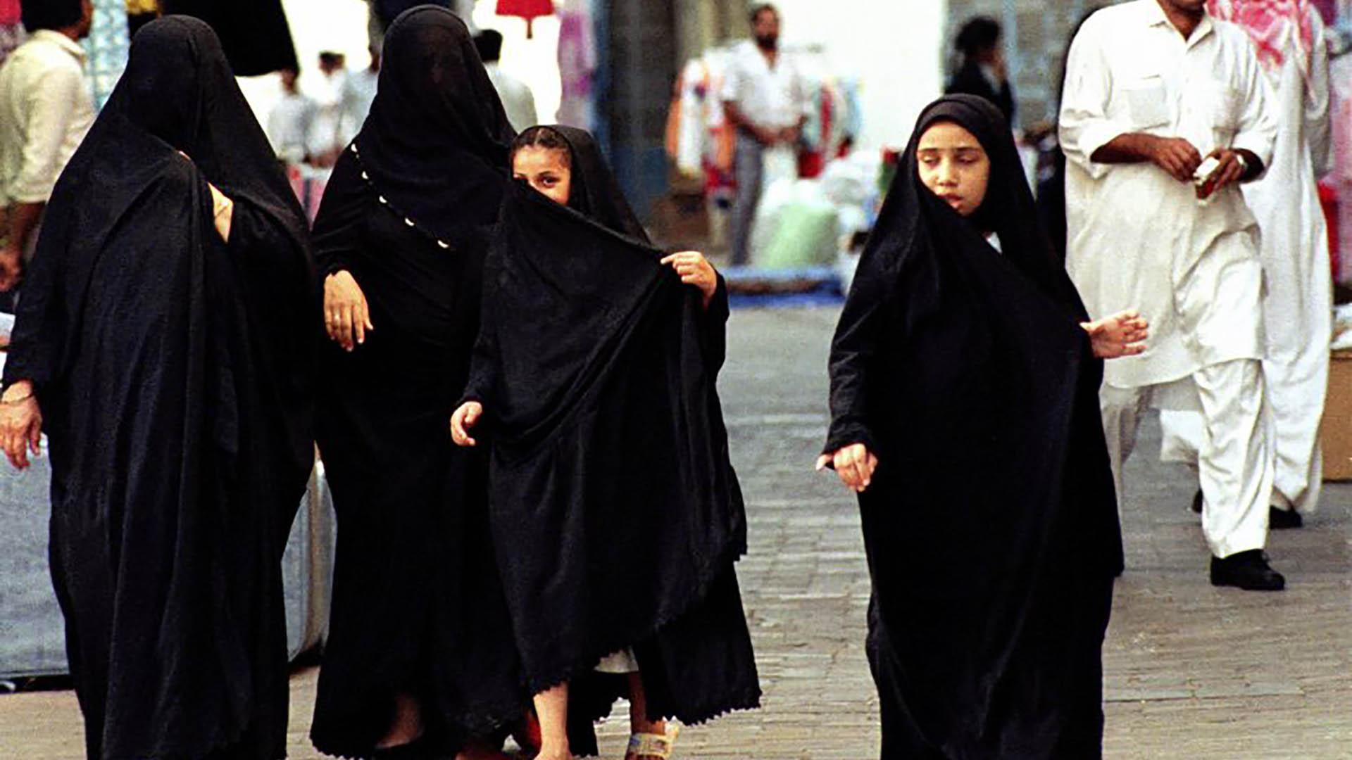 Las mujeres en Arabia Saudita viven bajo un régimen de tutela (AP)
