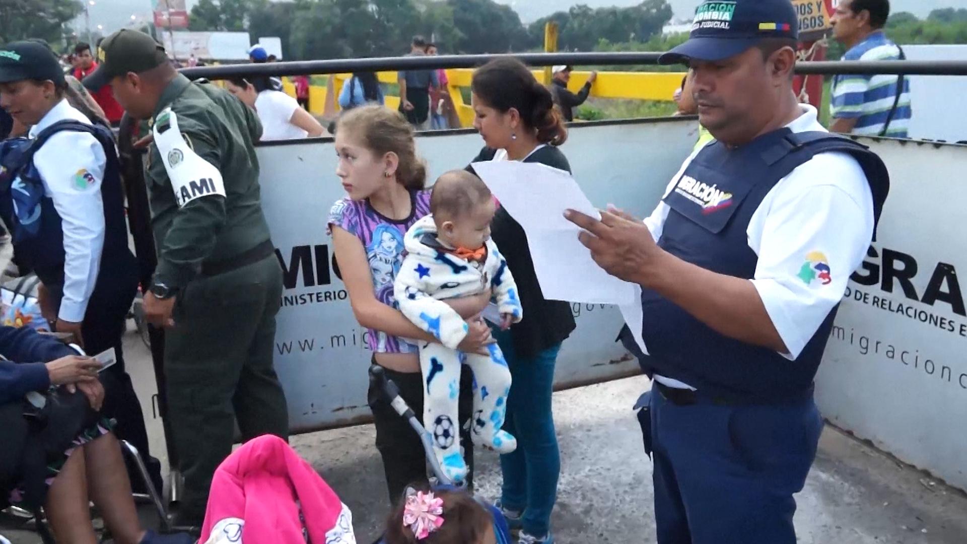 Miles de venezolanos cruzan a Colombia a diario