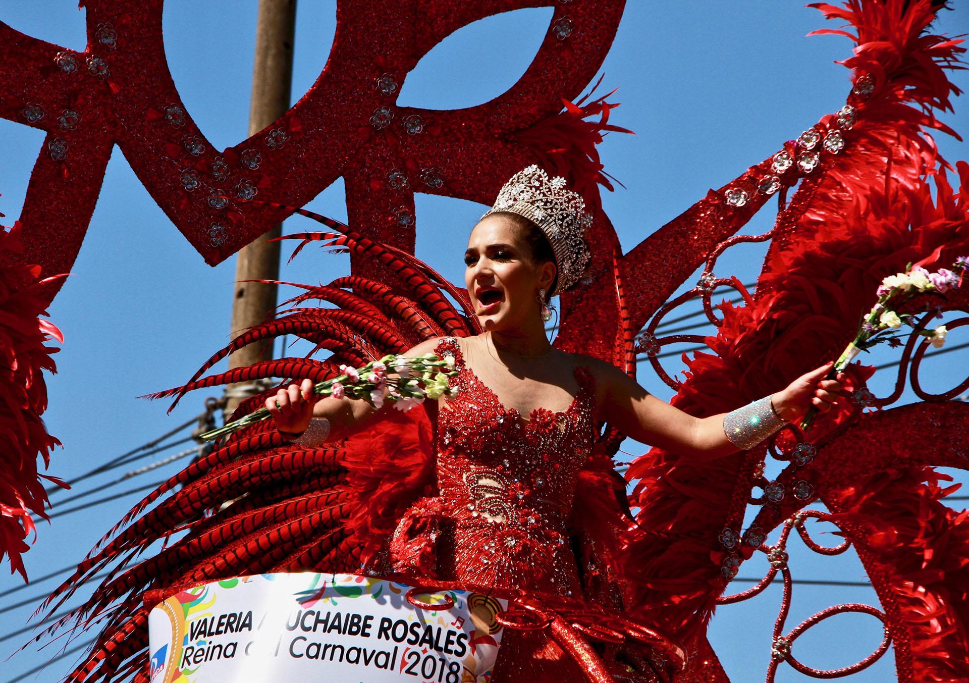 Valeria Abuchaibe, soberana del Carnaval 2018, desfiló con el vestido 'Realeza del Centenario'. El diseño es creación de Amalín De Hazbún, inspirada en las 100 mujeres que han sido reinas de la fiesta barranquillera