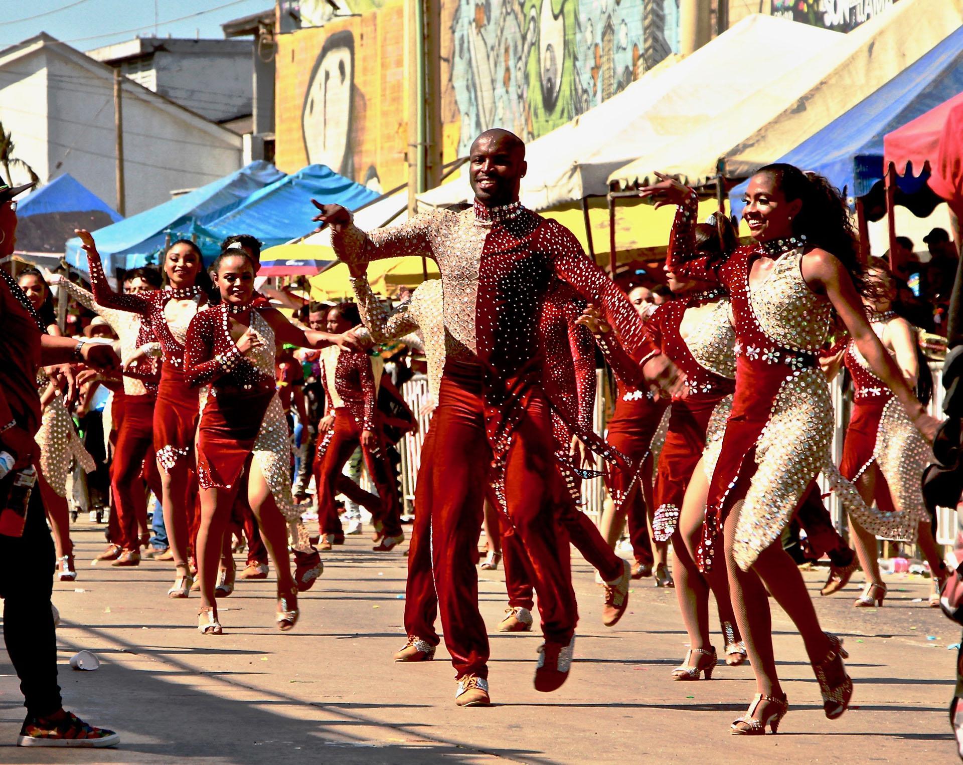 La comparsa Son Latino hizo sonar salsa en el Cumbiódromo. Han sido ganadores del Congo de Oro en pasadas ediciones del Carnaval