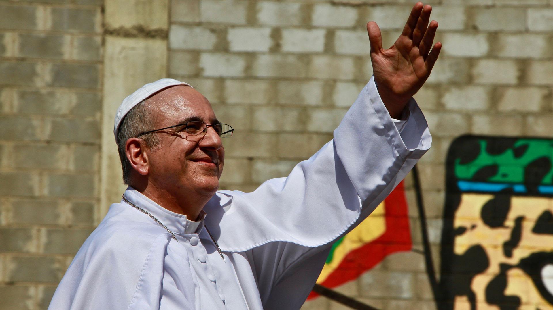 Una versión criolla del papa Francisco recorrió la Vía 40
