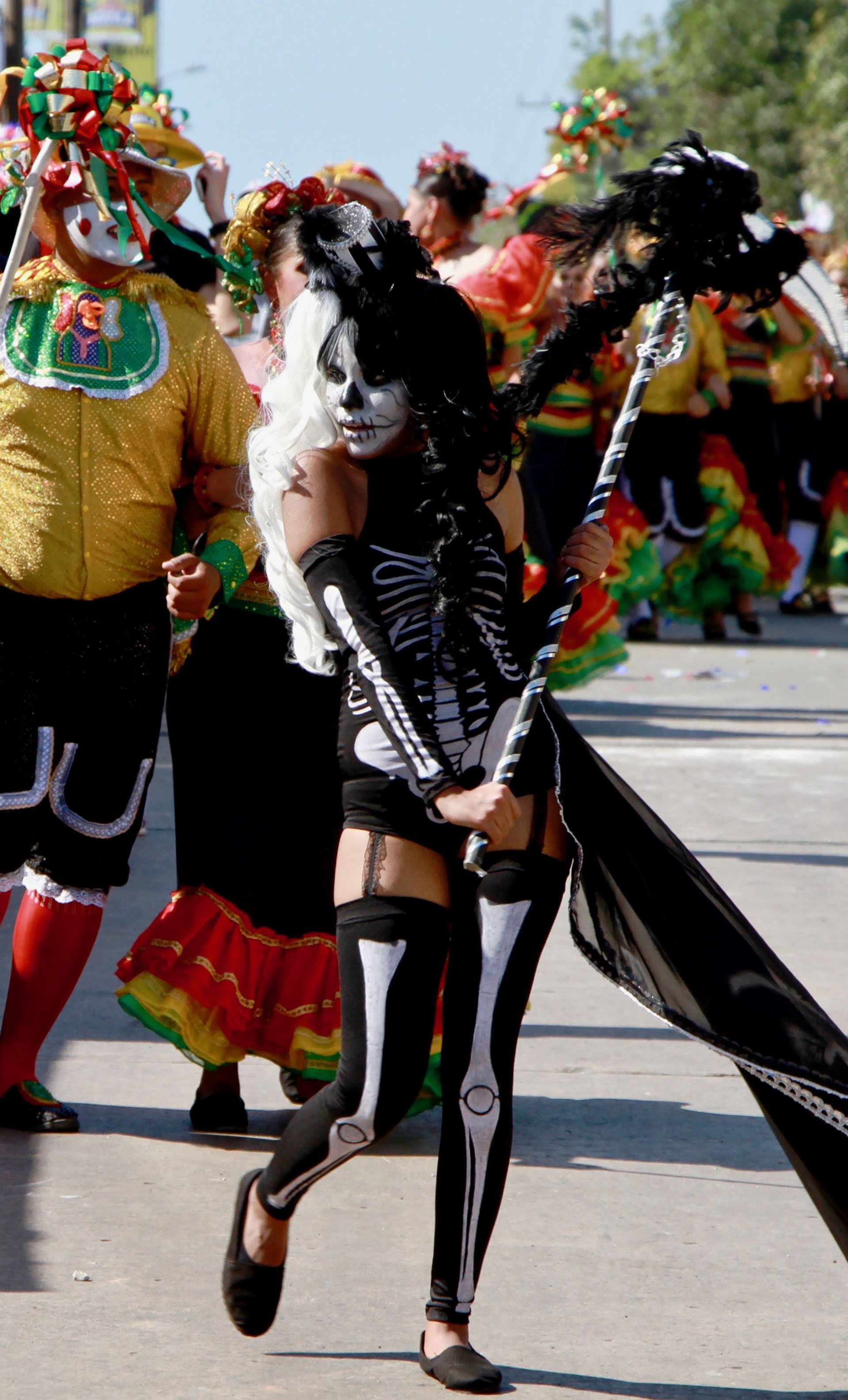 La danza del Garabato recrea el enfrentamiento del hombre contra la muerte. En esta ocasión, una adolescente se encargó de empuñar la guadaña