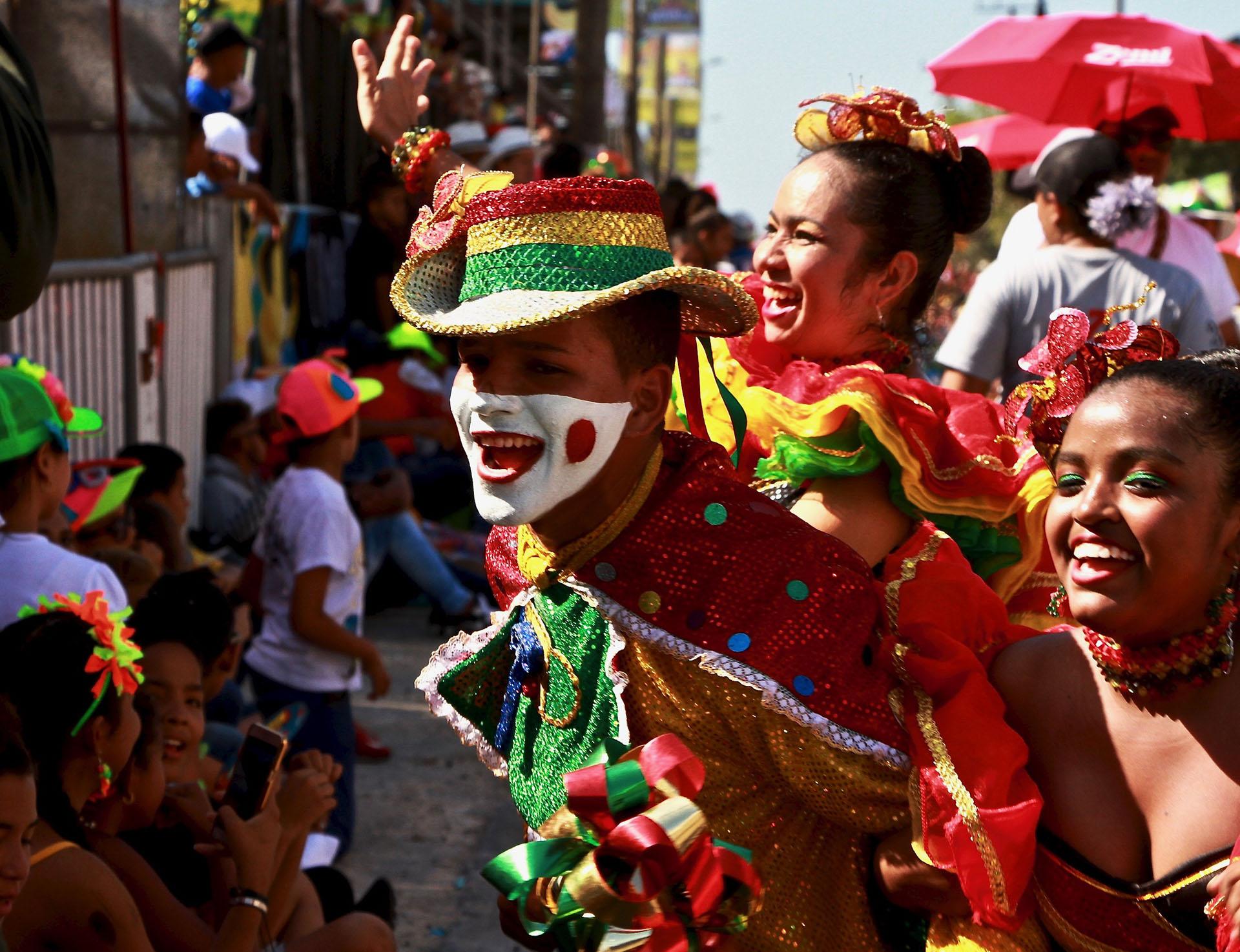Niños de la danza del garabato, una de las comparsas más tradicionales del folclor. El Carnaval fue declarado Obra Maestra del Patrimonio Oral e Intangible de la Humanidad, por lo que sus manifestaciones son objeto de protección especial