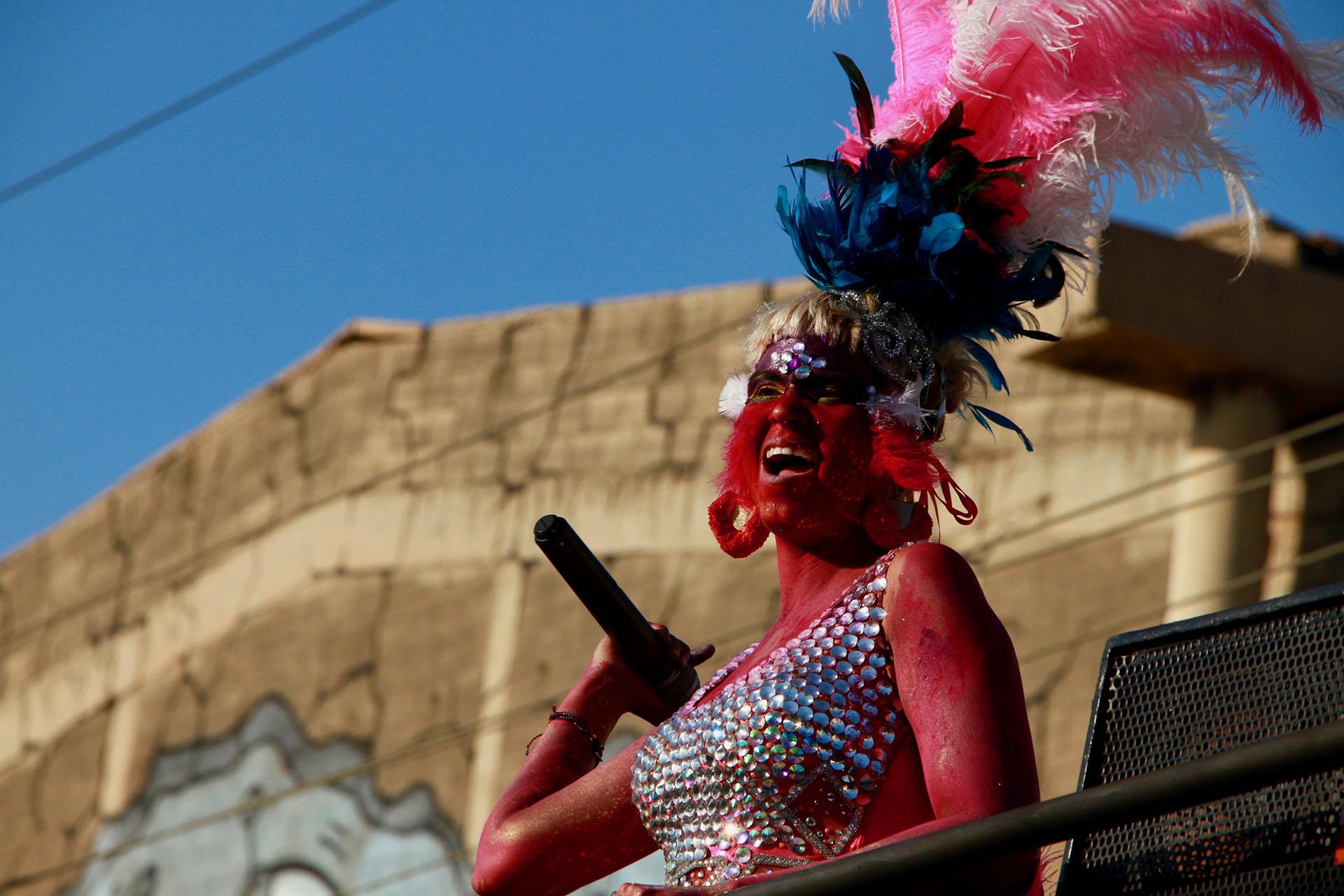 Li Saumet, la líder de Bomba Estéreo, le imprimió electro-gozadera al cierre del desfile