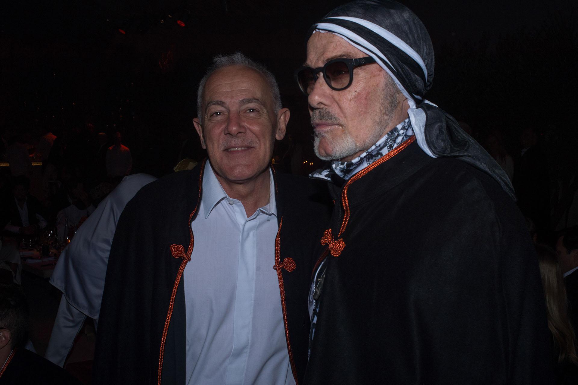 El periodista Martín Wullich junto al diseñador argentino Gino Bogani