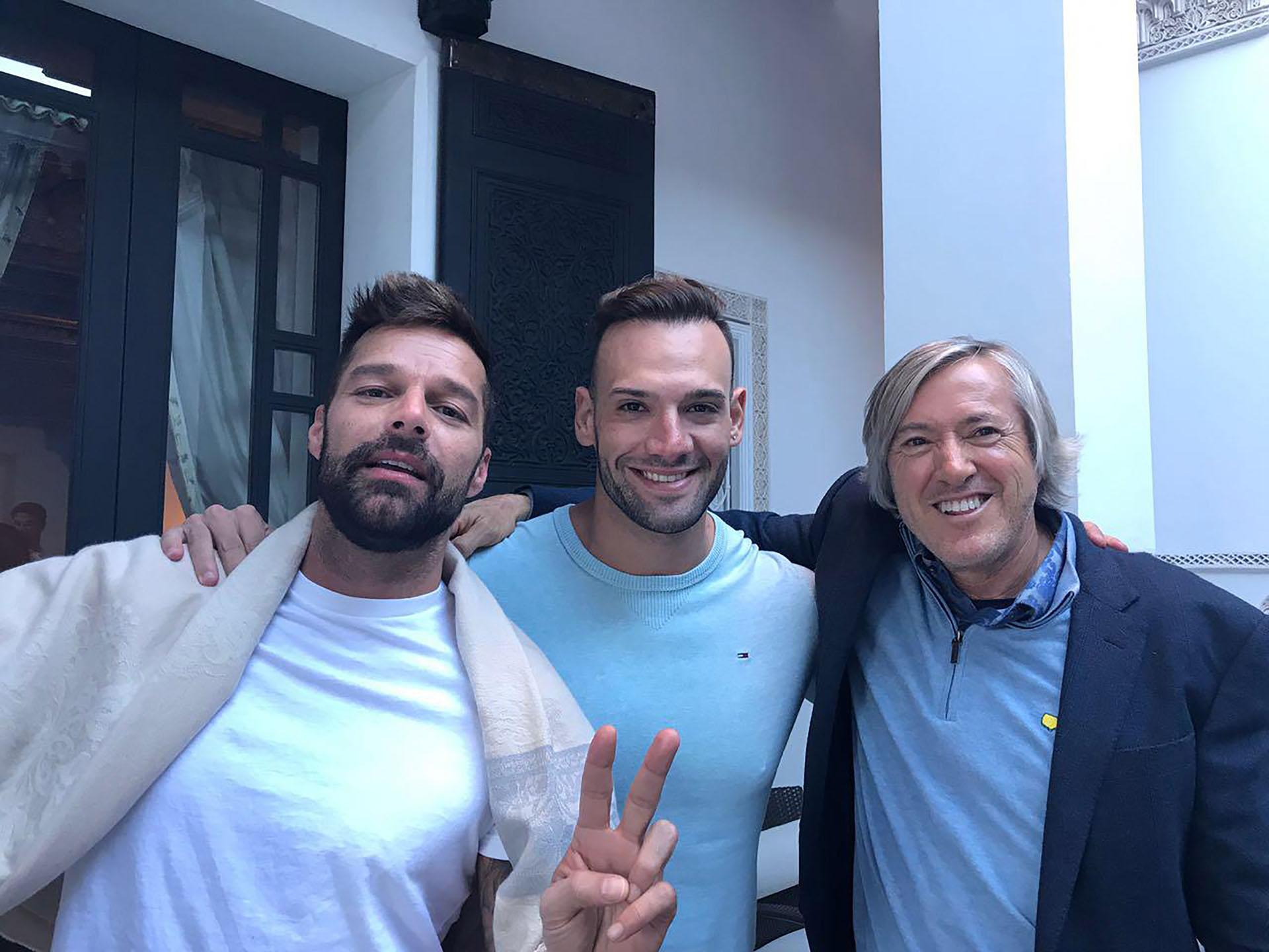 El cantante Marko Silva y Ricky Martin junto a Alejandro Roemmers en el hotel La Mamounia