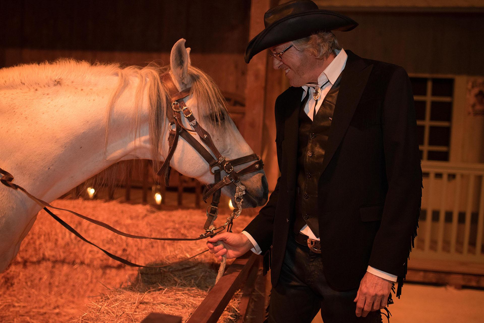 La noche del 11, el día del cumpleaños, se convirtió en un homenaje al cine del Oeste con una carpa a las afueras de la ciudad que recreaba un poblado con saloon, casino y hasta oficina del sheriff