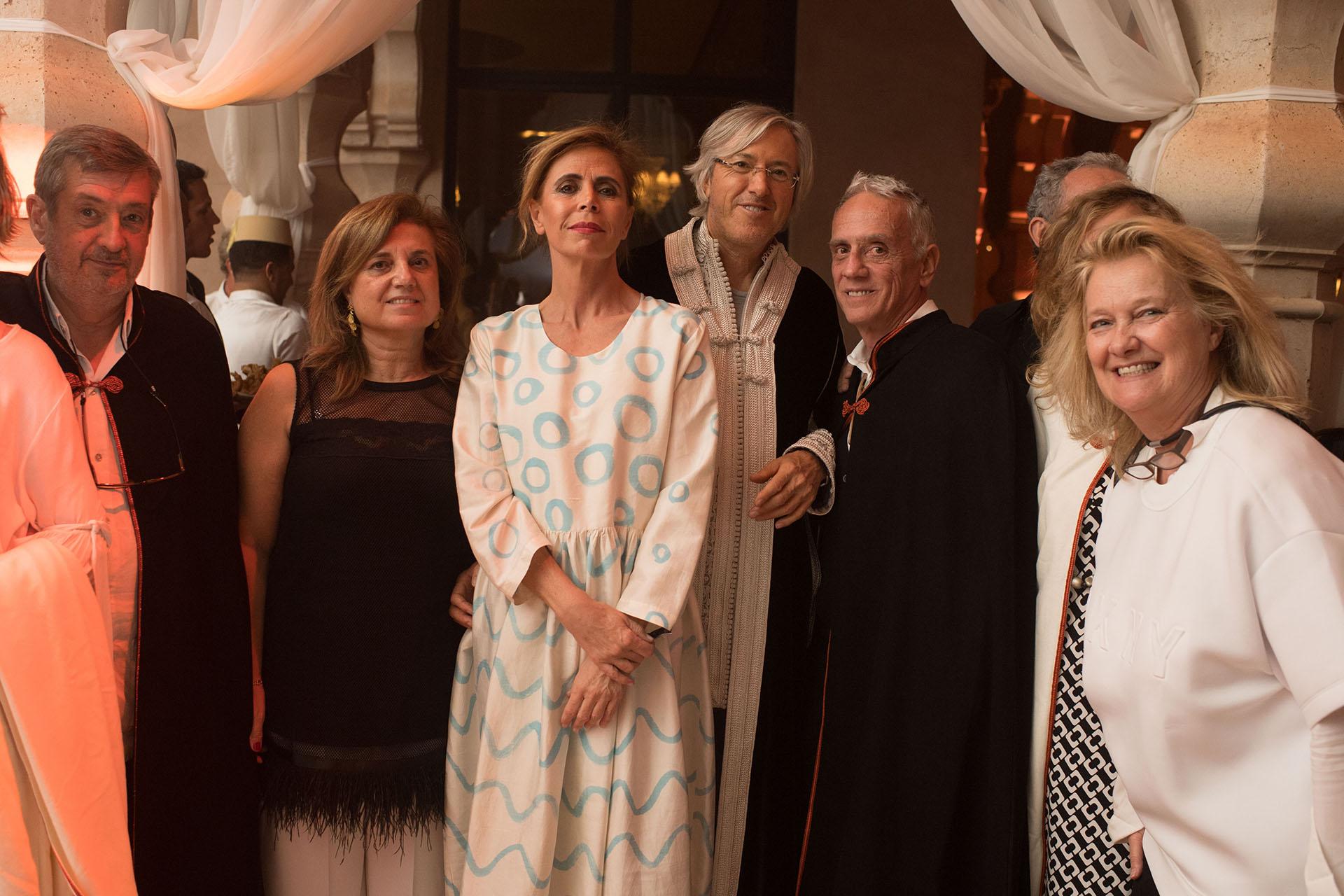 Alejandro Roemmers junto a la diseñadora Agatha Ruiz de la Prada e invitados de España, donde vivió y estudió