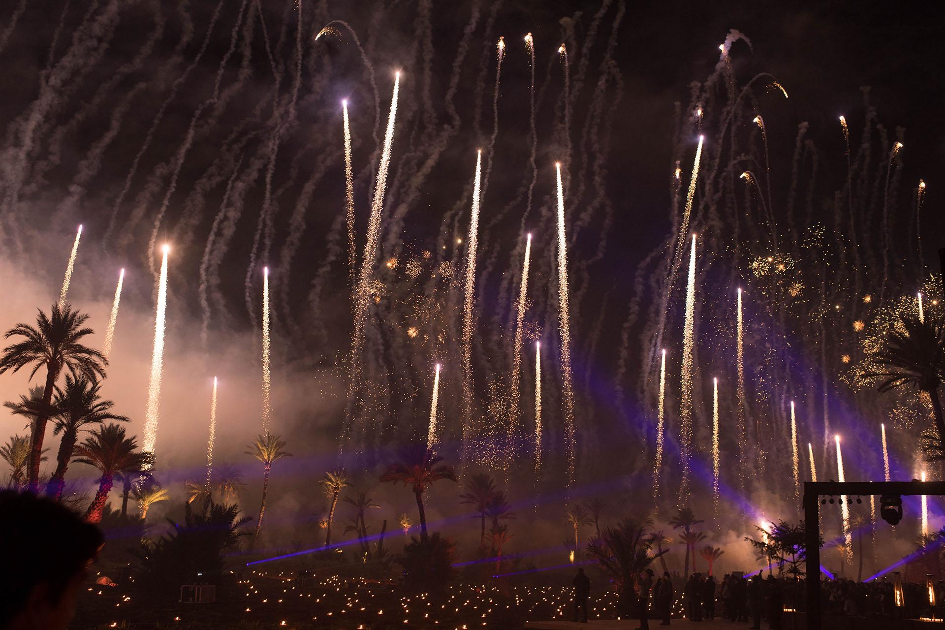 20 minutos de un impactante espectáculo de pirotecnia iluminaron el cielo de Marrakech como cierre